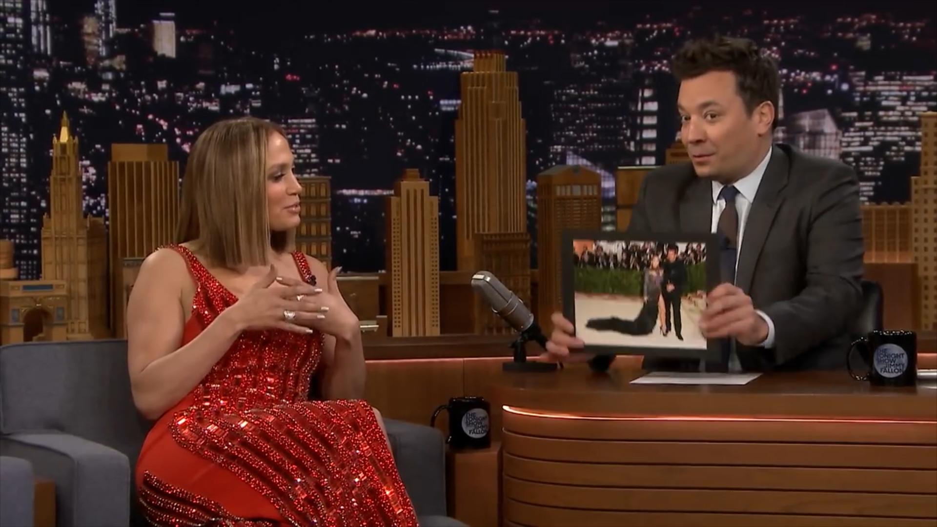 Jennifer López visitó el programa, The Tonight Show con Jimmy Fallon y habló de su relación con Alex Rodríguez