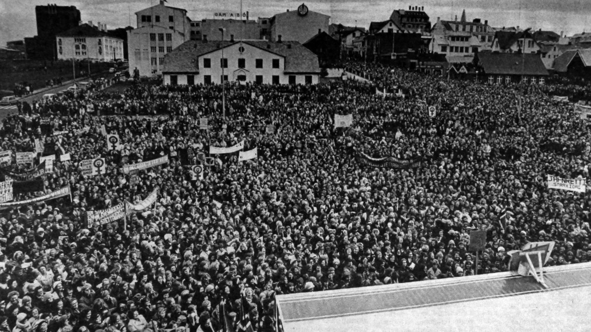 """Manifestación en Reikiavik en la """"Huelga Nacional de Mujeres"""" del 24 de octubre de 1975"""