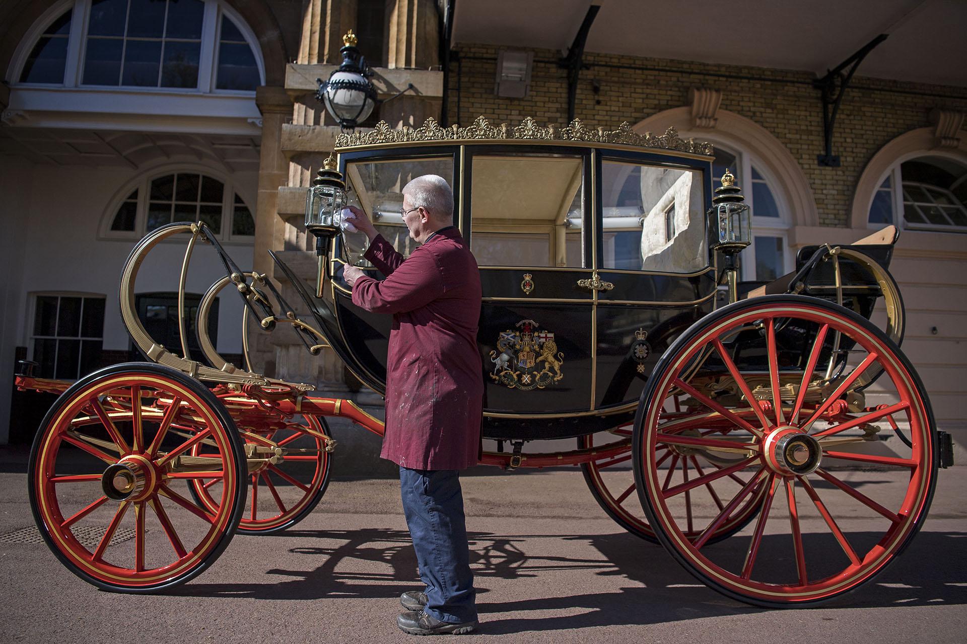 """La pareja eligió una de las cinco carrozas Ascot (o """"Ascot Landau"""") de las caballerizas de la reina Isabel II. El carruaje será tirada por Milford Haven, Storm, Plymouth y Tyrone, cuatro caballos grises del castillo de Windsor 2018"""