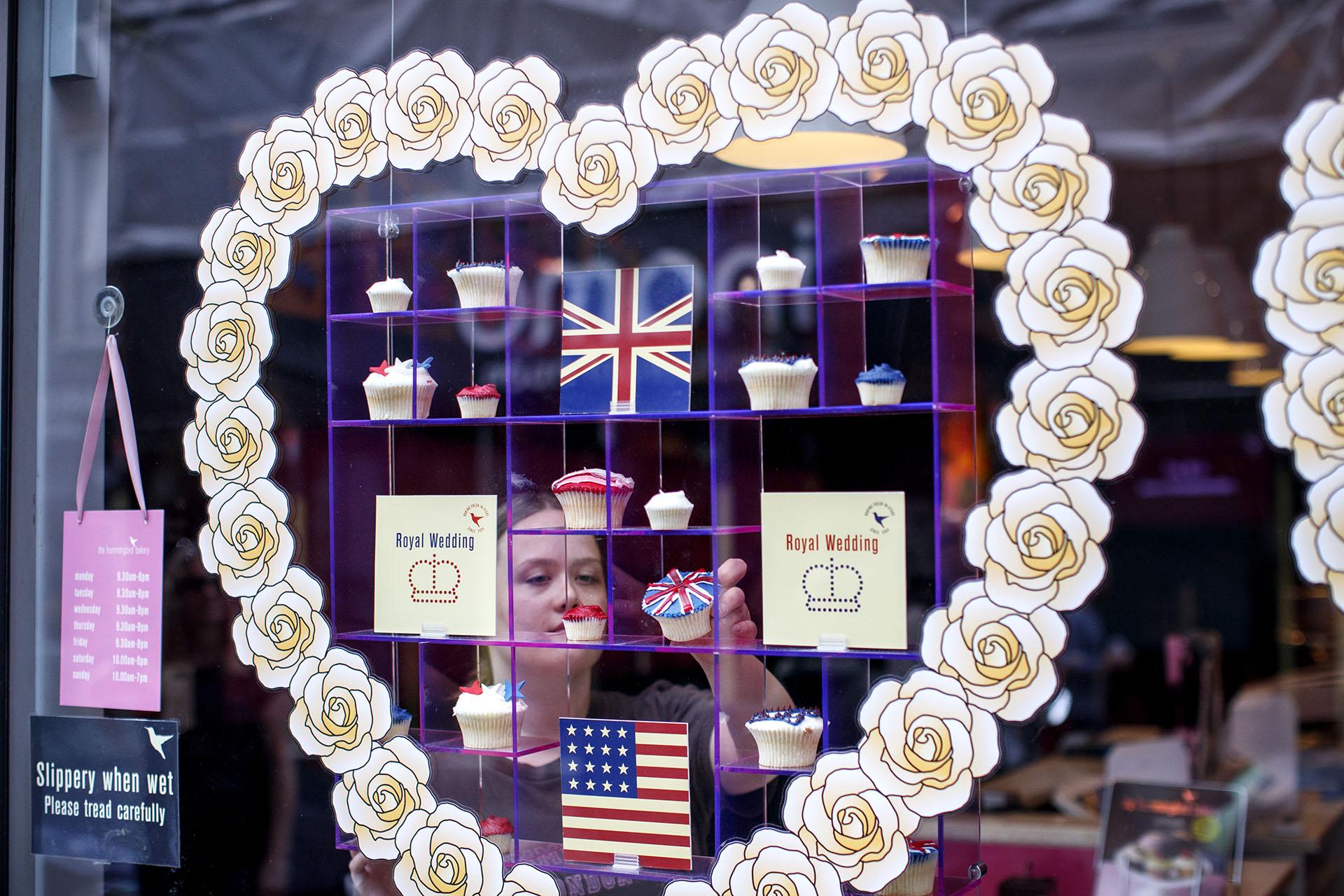 Los locales londineses ambientan sus espacio bajo la temática de la boda real