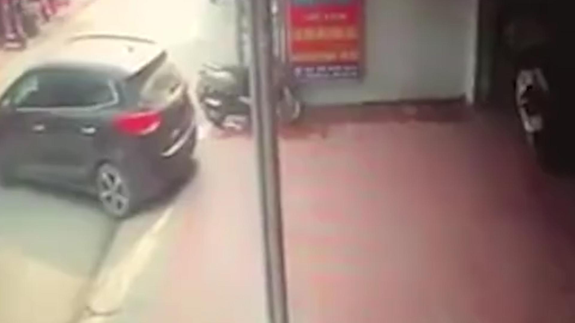 El conductor estaba teniendo problemas para aparcar