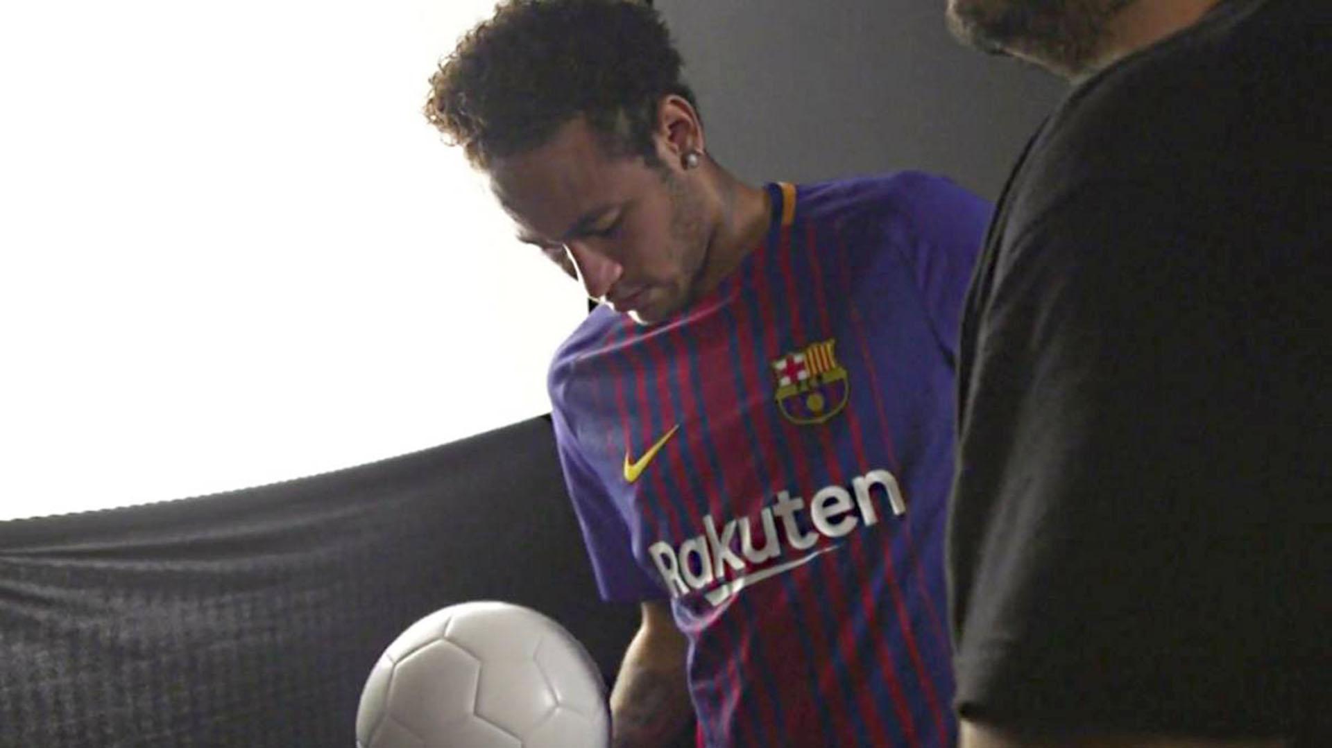 Neymar formó parte del lanzamiento de la nuevacamiseta del Barcelona