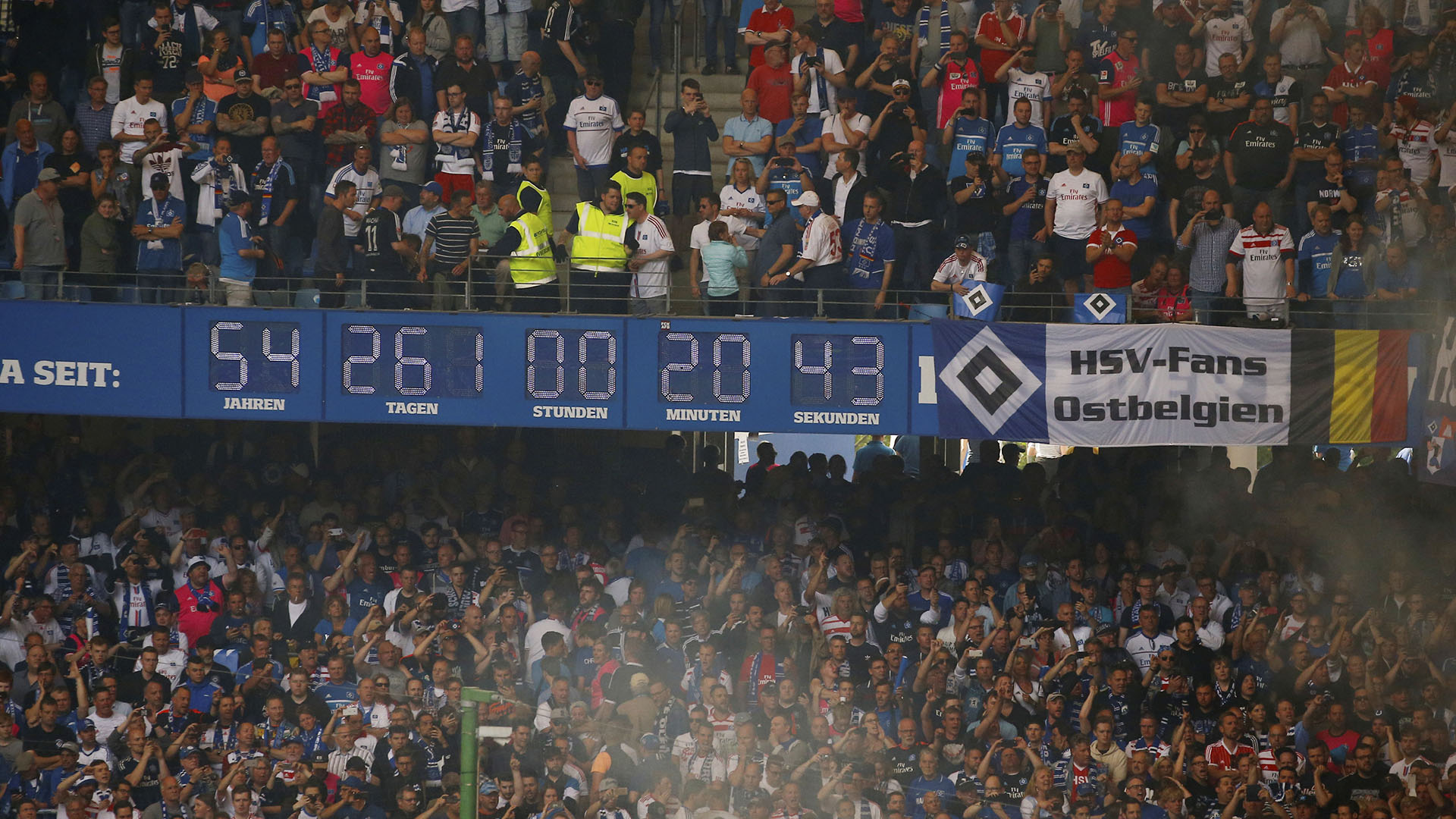 El reloj del Hamburgo marcaba que el club llevaba 54 años en la primera división (Reuters)