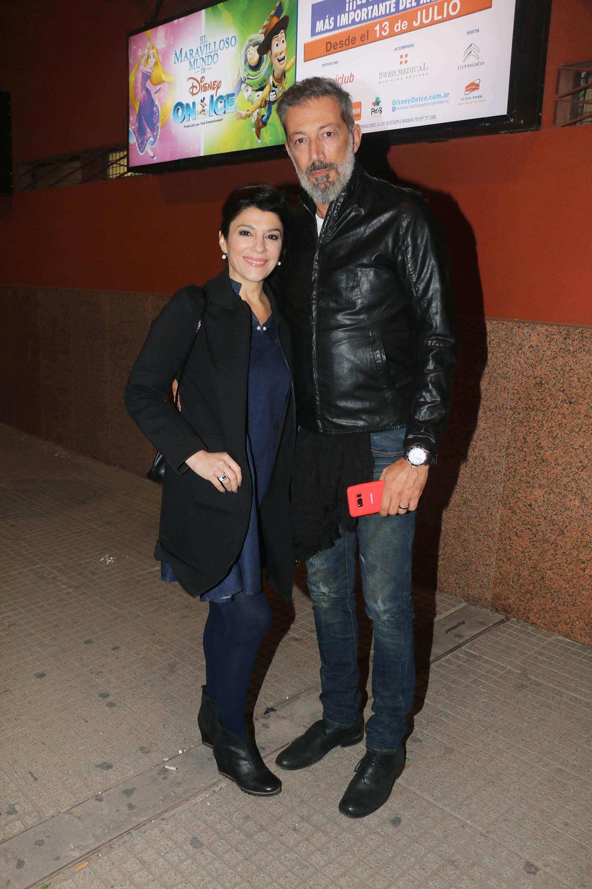 Carolina Papaleo y su pareja