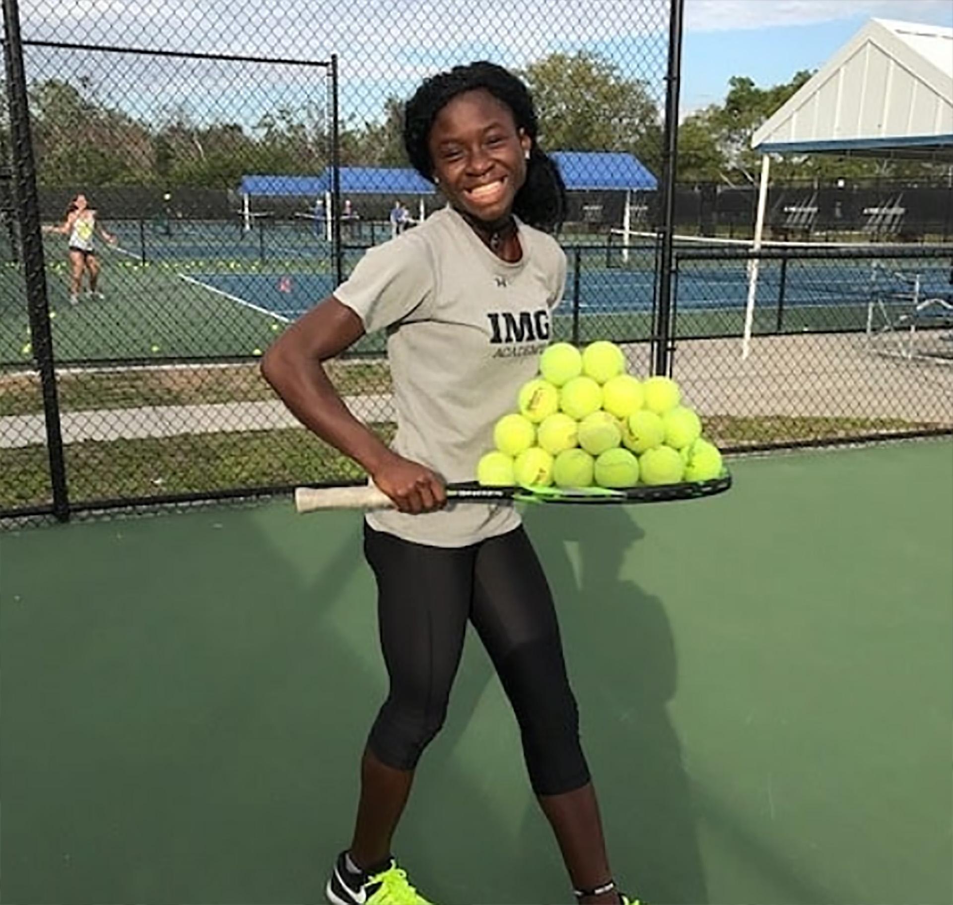 Marylove Edwards juega al tenis desde los cuatro años