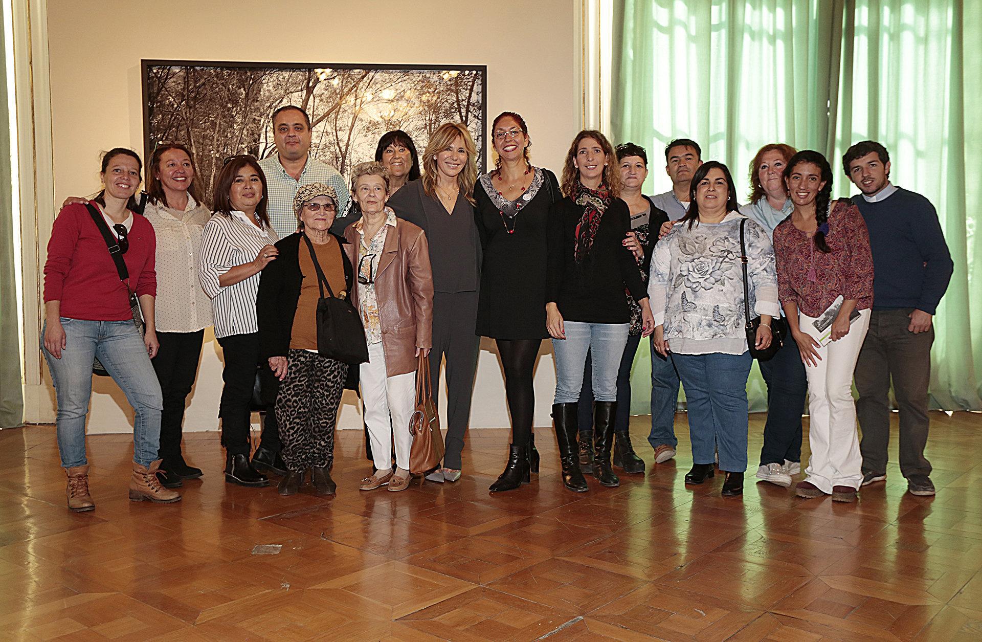 Junto a los docentes y colaboradores de la escuela -La Concepción.