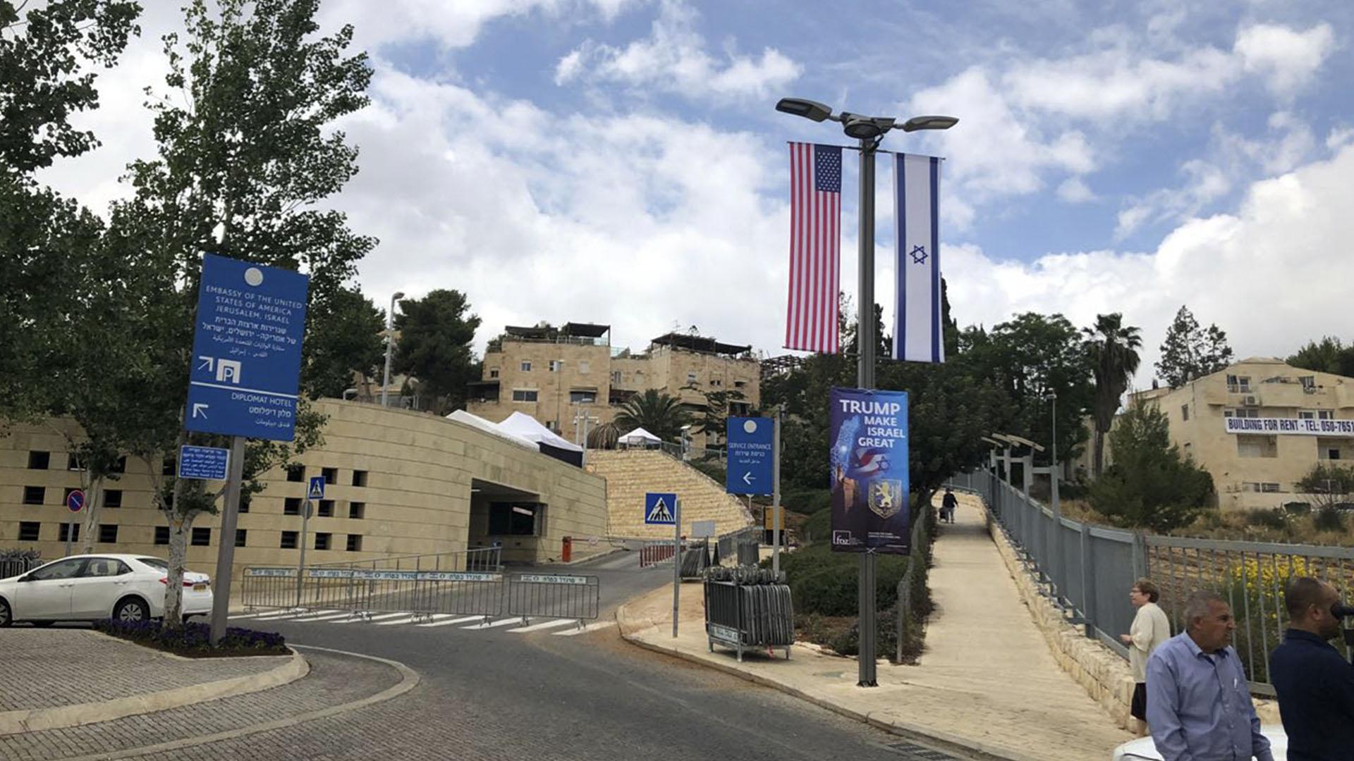 El acceso a la nueva Embajada norteamericana aún permanece abierto