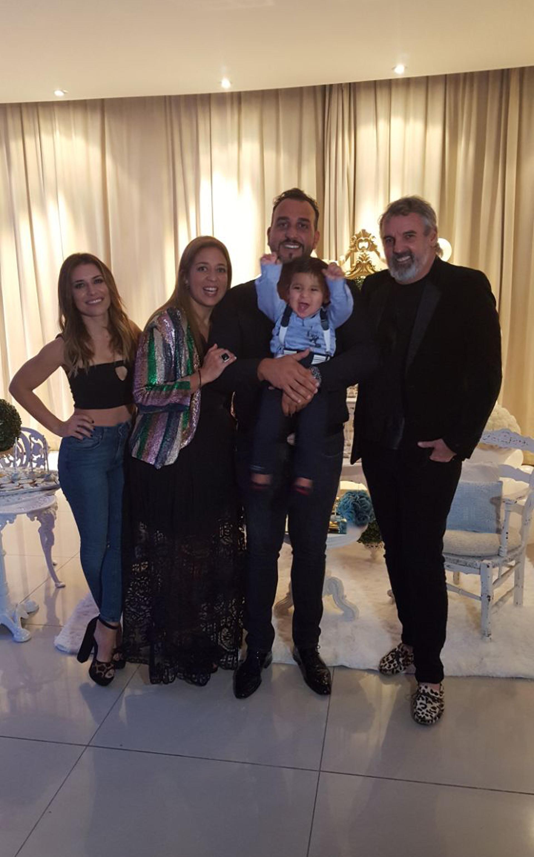 Andrés Christopoulos y su hijo Salvador junto a su mujer la empresaria inmobiliara María Laura Gregoriadis, Benito Fernández y Mariana Brey