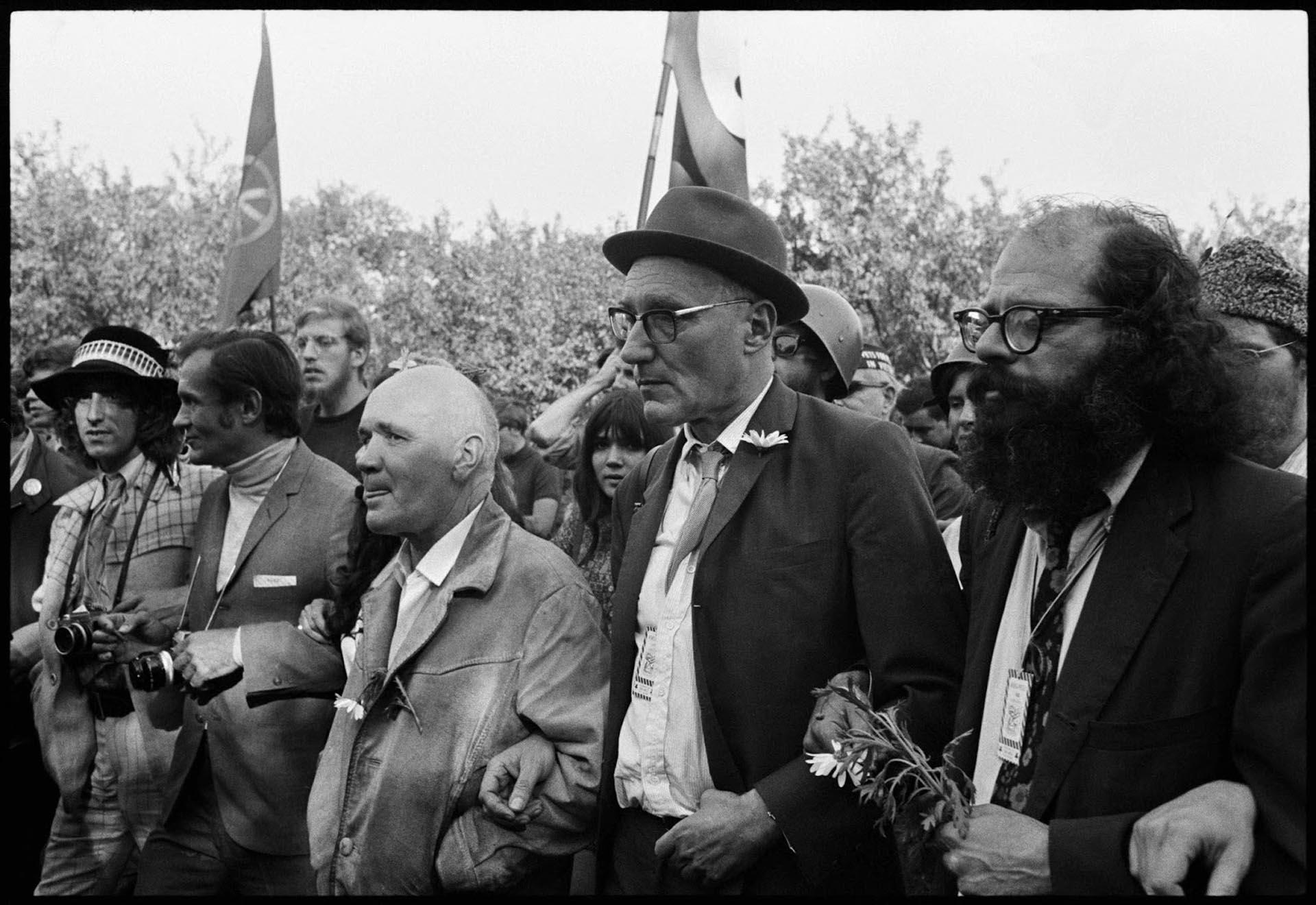 Genet, William S. Burroughs y Allen Ginsberg durante la violenta Convención del Partido demócrata de 1968