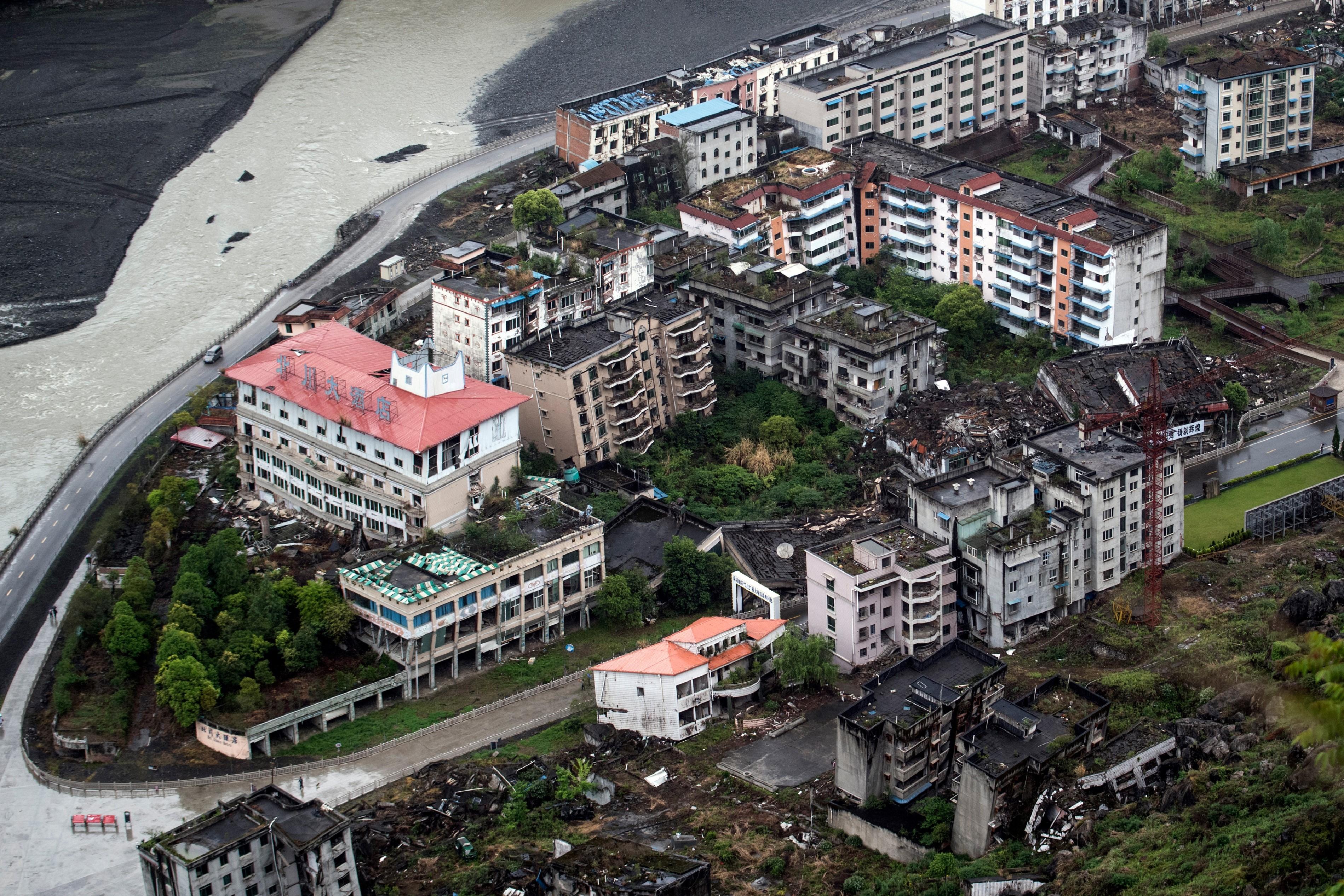 Casas abandonadas 10 años después del terremoto (AFP / Johannes EISELE)