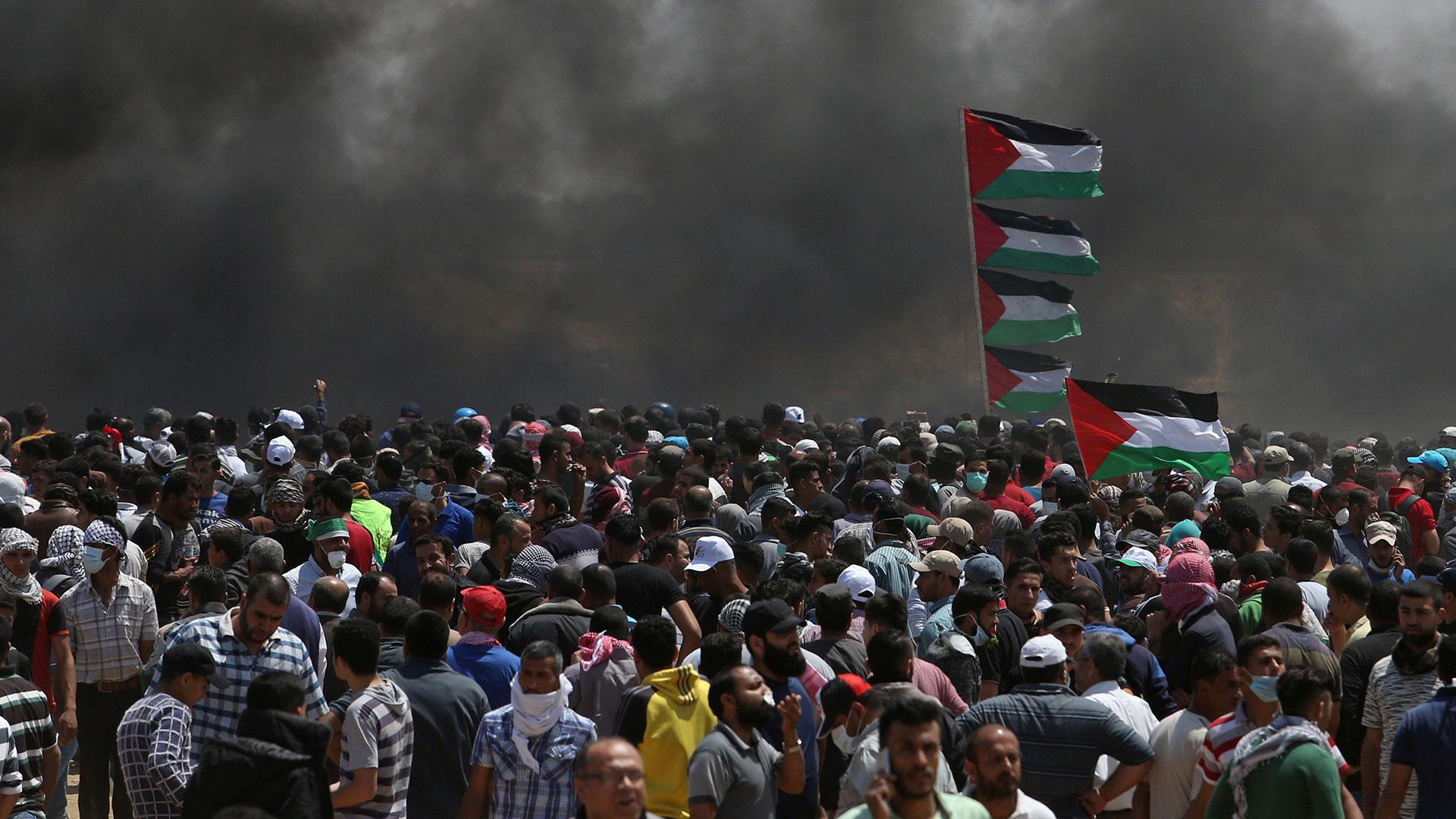En Gaza violentos choques entre palestinos y soldados israelíes provocaron decenas de muertos (Reuters)