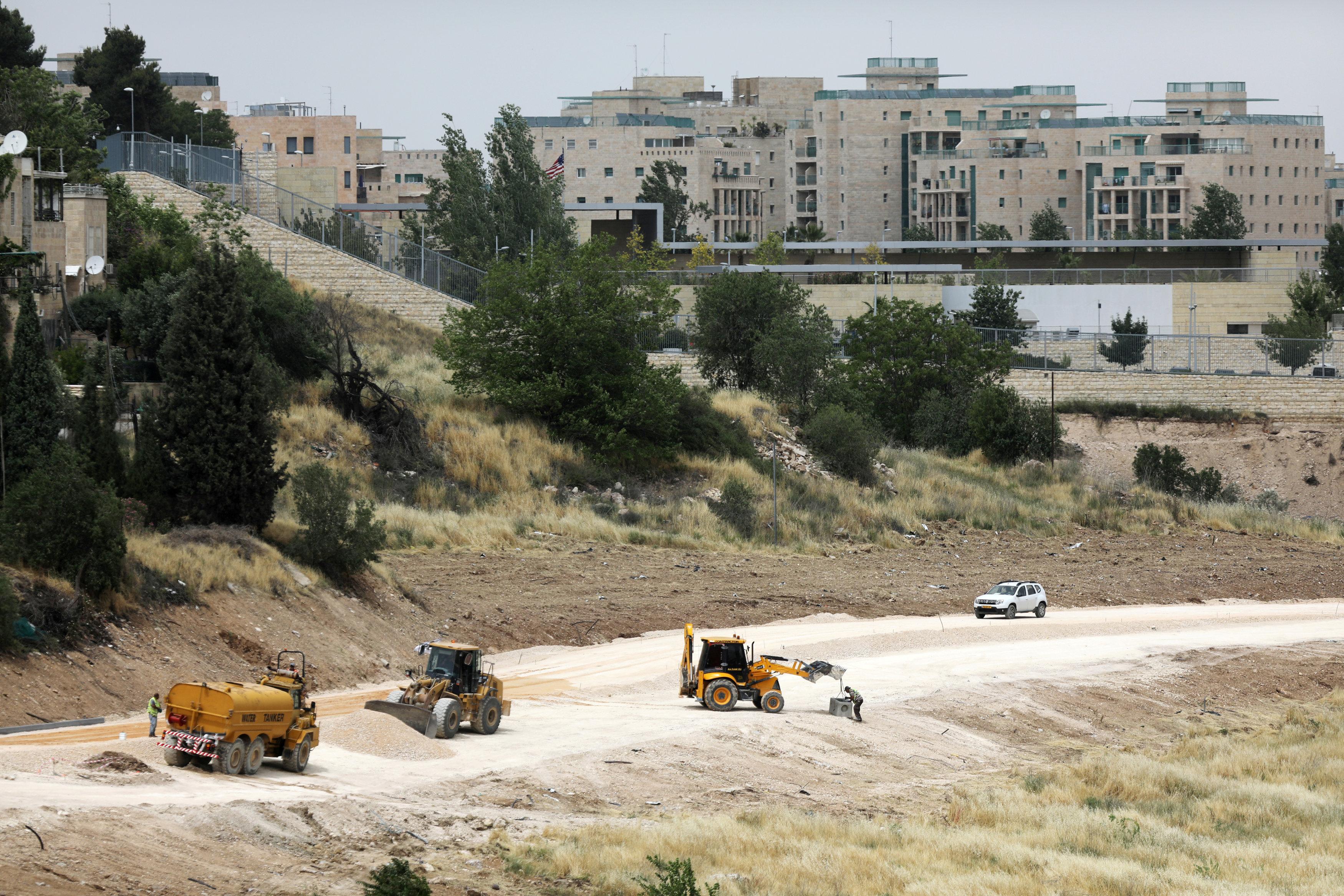 La construcción continúa en el ex predio consular estadounidense transformado en embajada (Reuters)