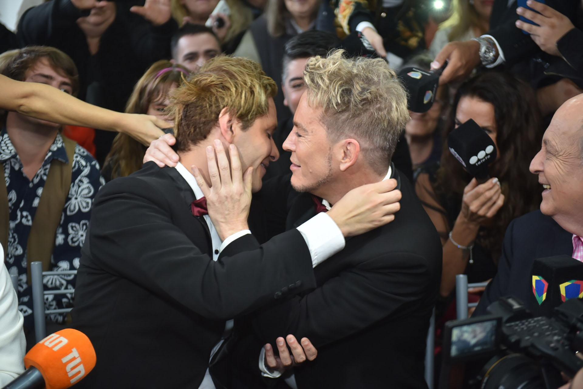 Ambos se emocionaron tras el intercambio de anillos