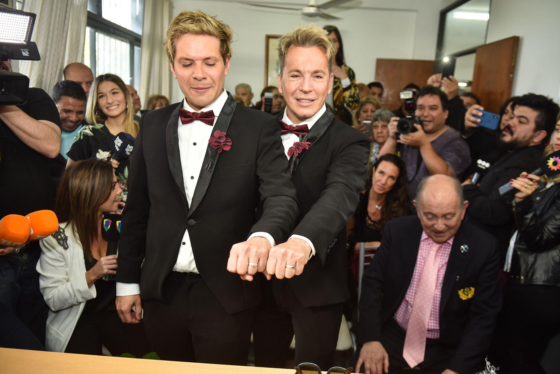 Tomasito y Guido, orgullosos de sus anillos