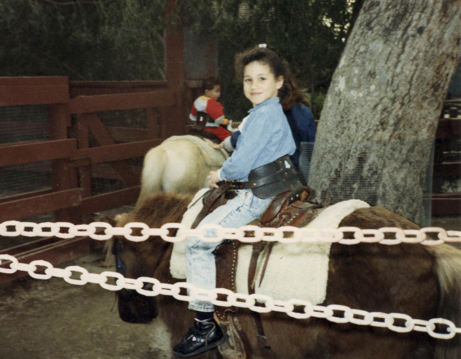 Meghan Markle nació el 4 de agosto de 1981 y creció en Los Ángeles, California. En esta foto, tiene 4 años