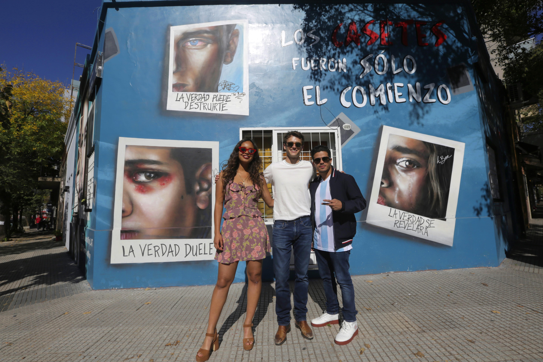 Recorriendo el bario de Palermo, disfrtuando de las calles y los murales sobre la serie.