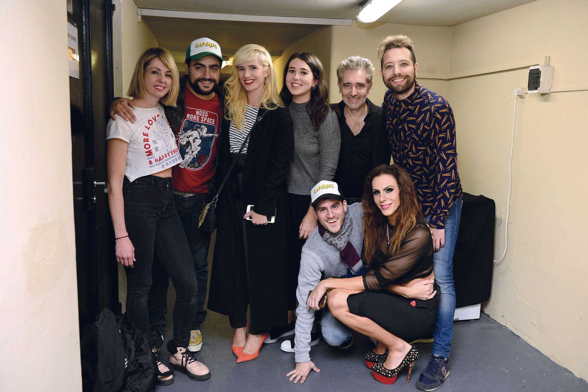 Las Siciliani junto a Flor Berthold, Juan Paya (dramaturgo y actor), Héctor Díaz (director), Andrés Rovetto, Fede Barón –hermano de Jimena– y Payuca del Pueblo