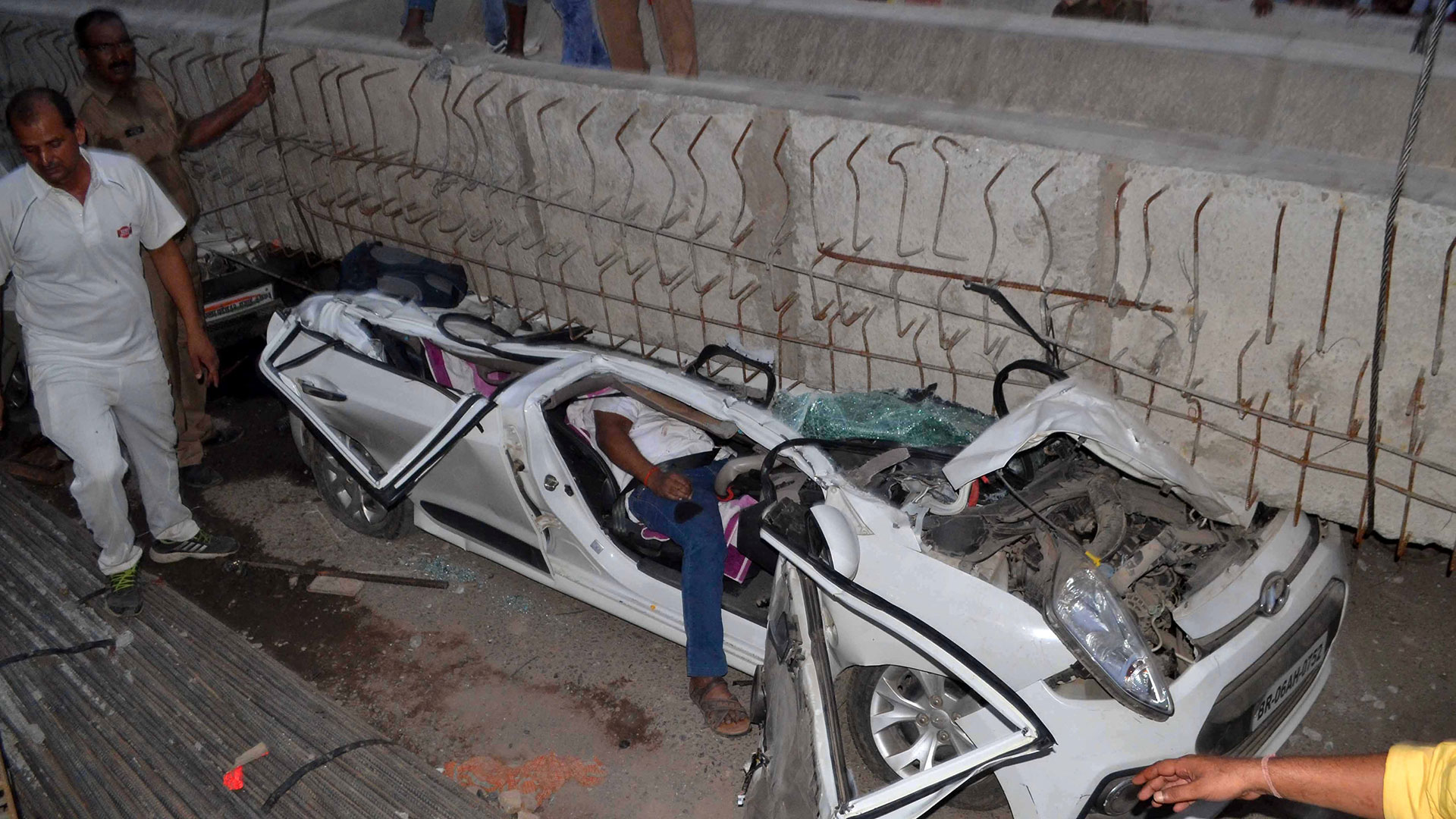 Un puente en construcción se derrumbó en la India dejando 16 muertos (Reuters)