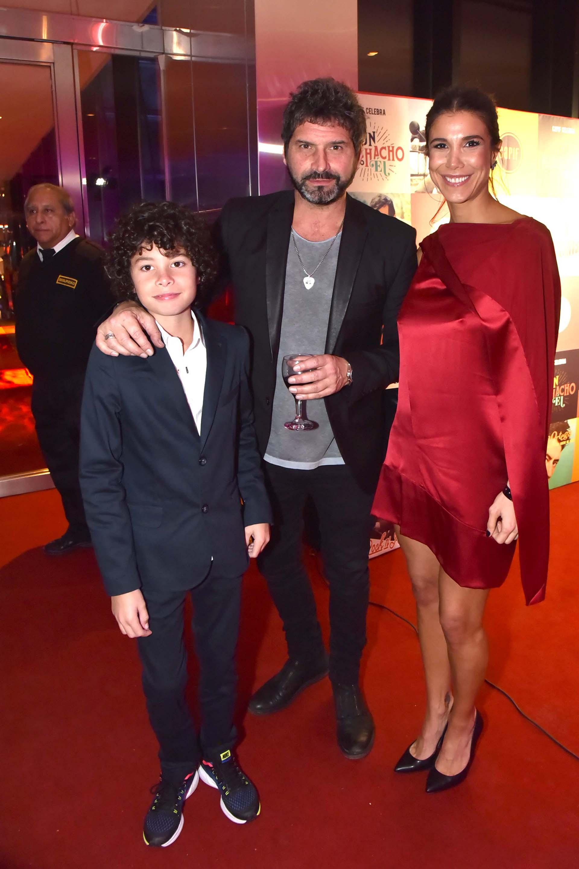 Iván Noble y su hijo Benito, junto con Andrea Rincón