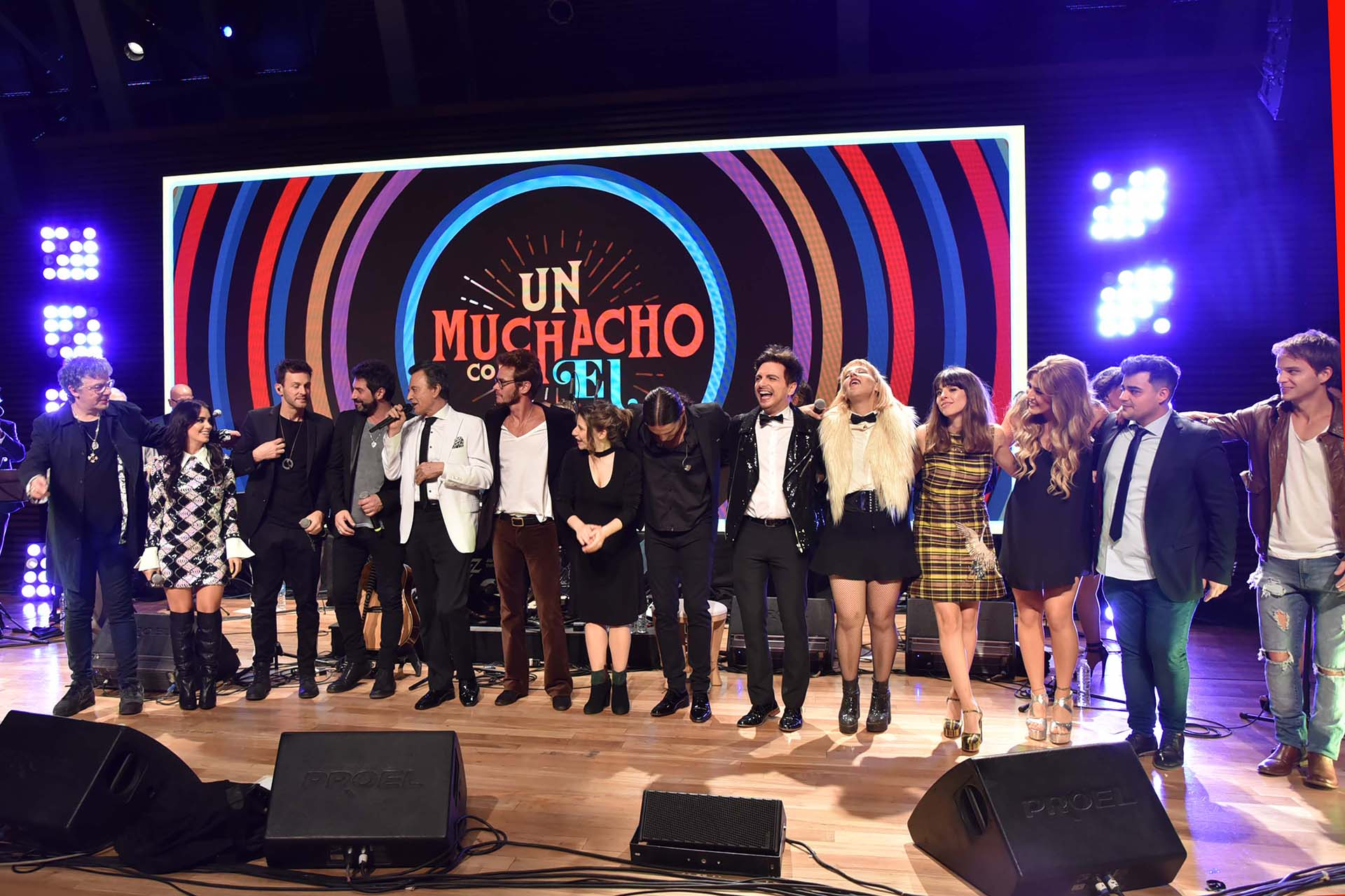 Muchos artistas cantaron para homenajear a Palito Ortega