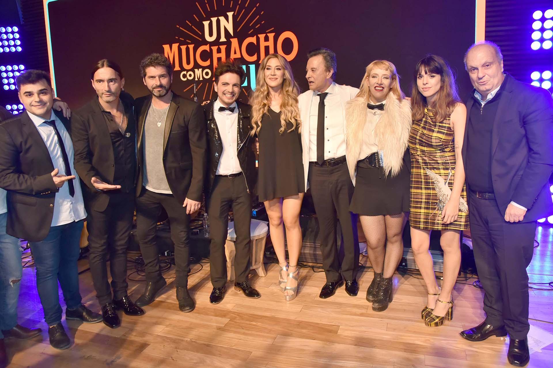 Palito junto a sus colegas y Hernan Lombardi, titular del Sistema Federal de Medios y Contenidos Públicos de la República Argentina