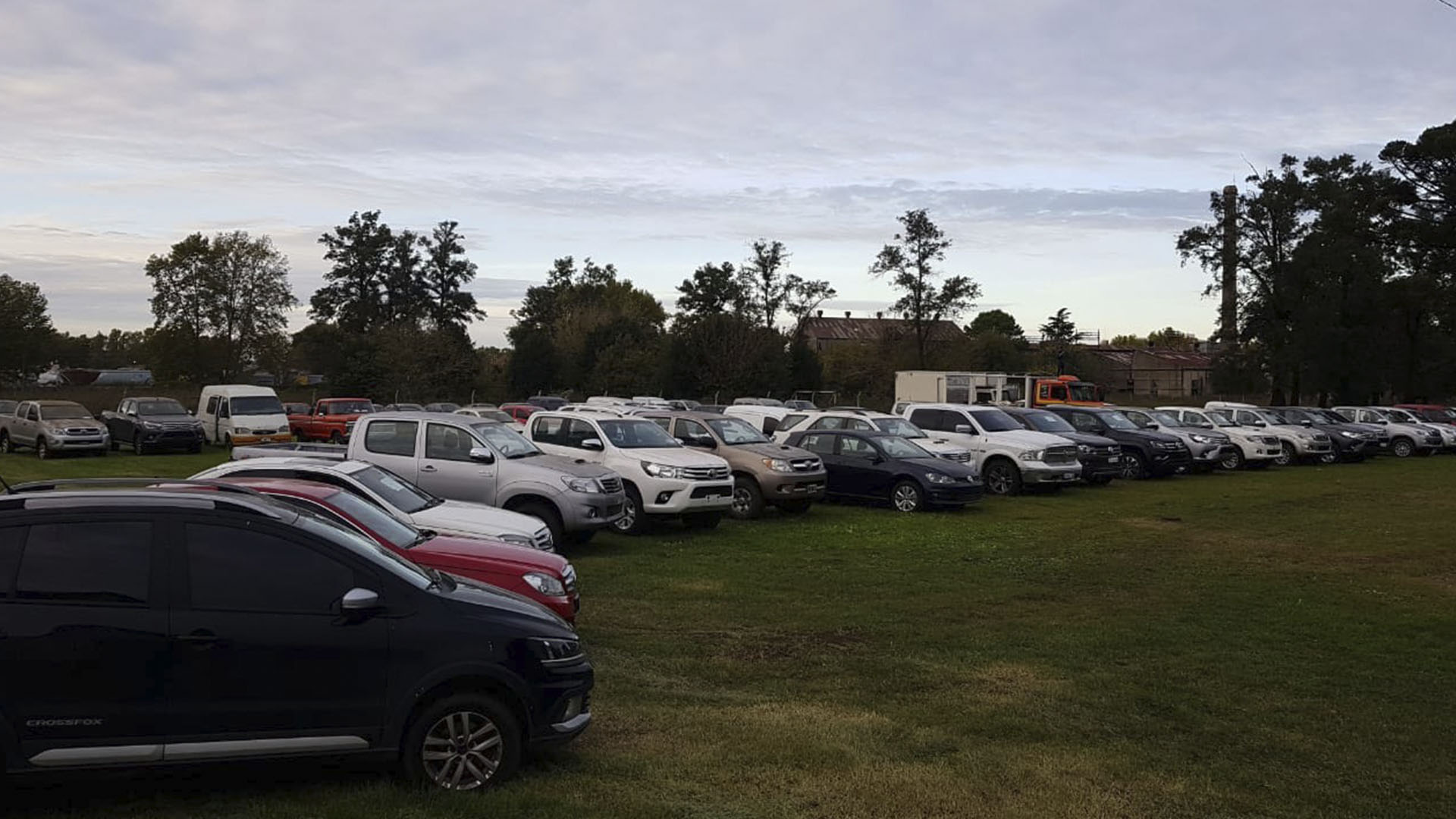 Parte de los más de 100 vehículos incautados