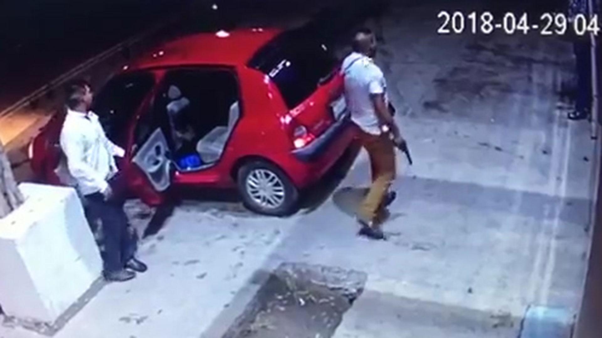 Los atacantes volvieron al bar luego de que los corrieron por maltratar a una mujer.
