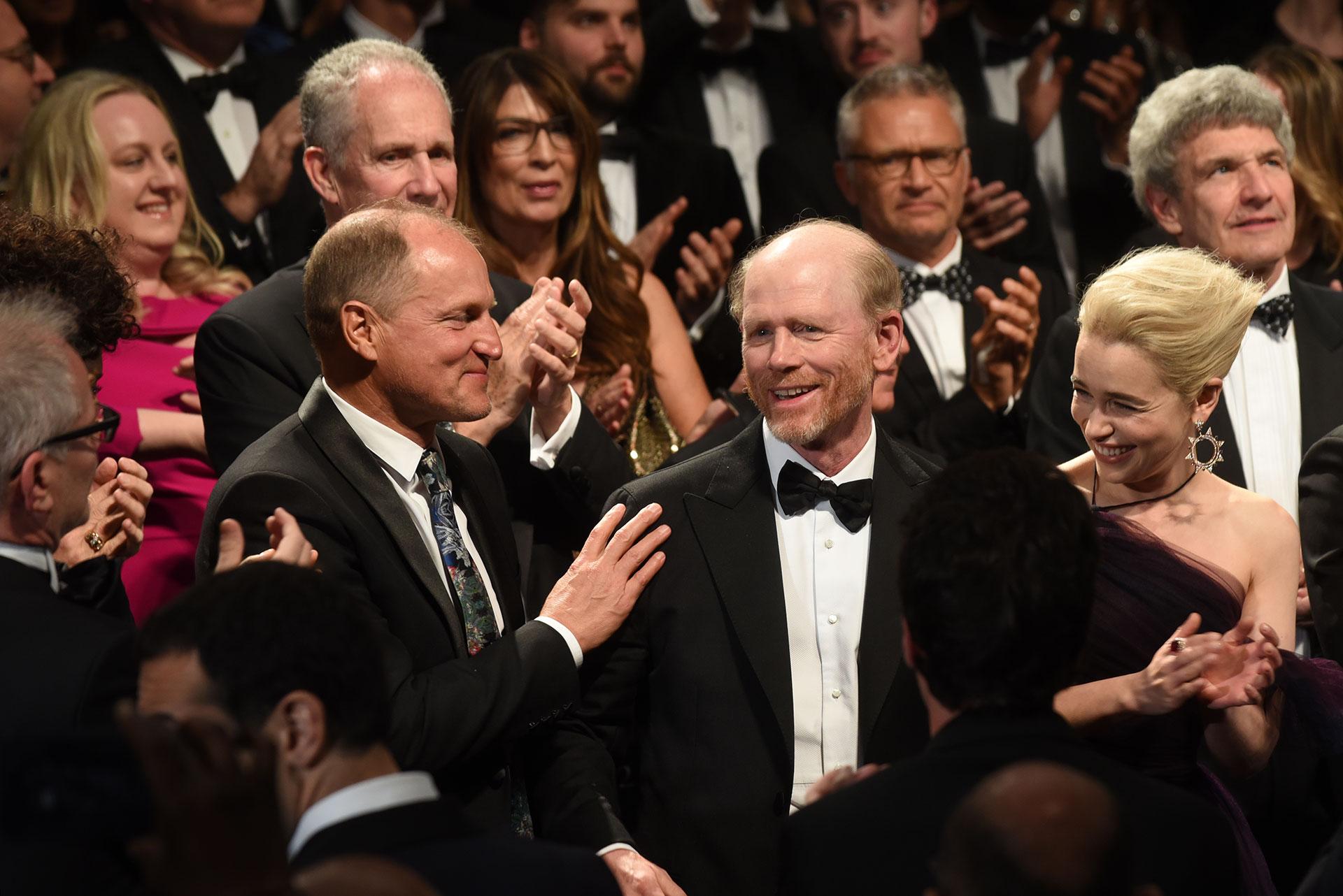 Woody Harrelson, el directoro Ron Howard y Emilia Clarke en Cannes (Foto por Serge)