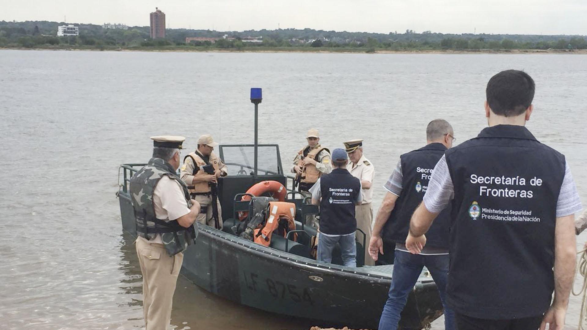 Autoridades argentinas en el paso fronterizo (NA)