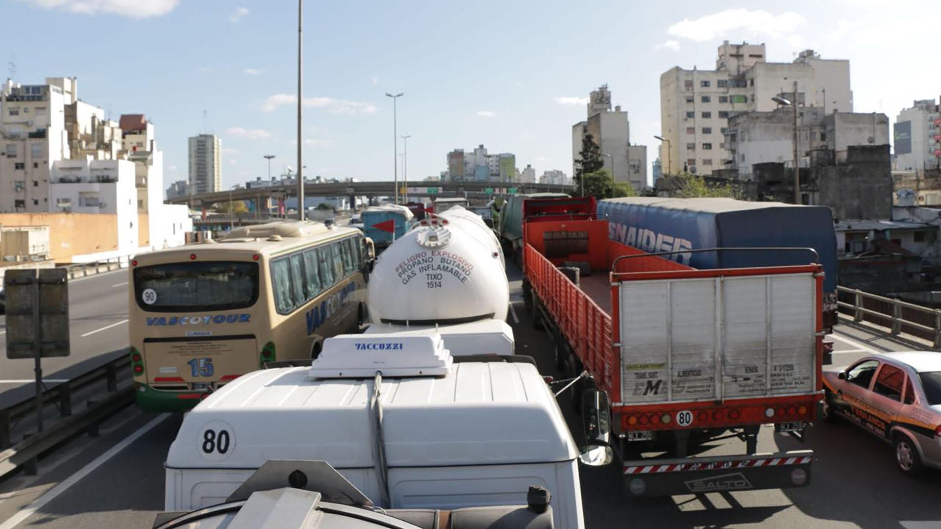 El tránsito colapsó en el final de la autopista La Plata- Buenos Aires