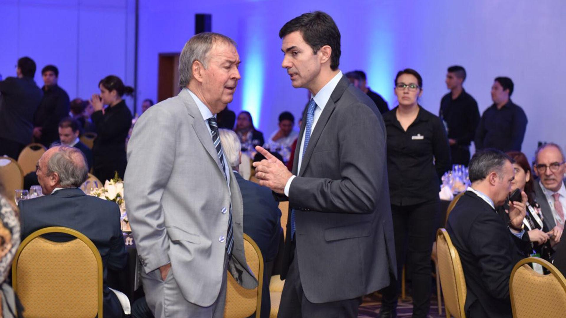 Los gobernadores de Córdoba y Salta durante el encuentro en Tucumán