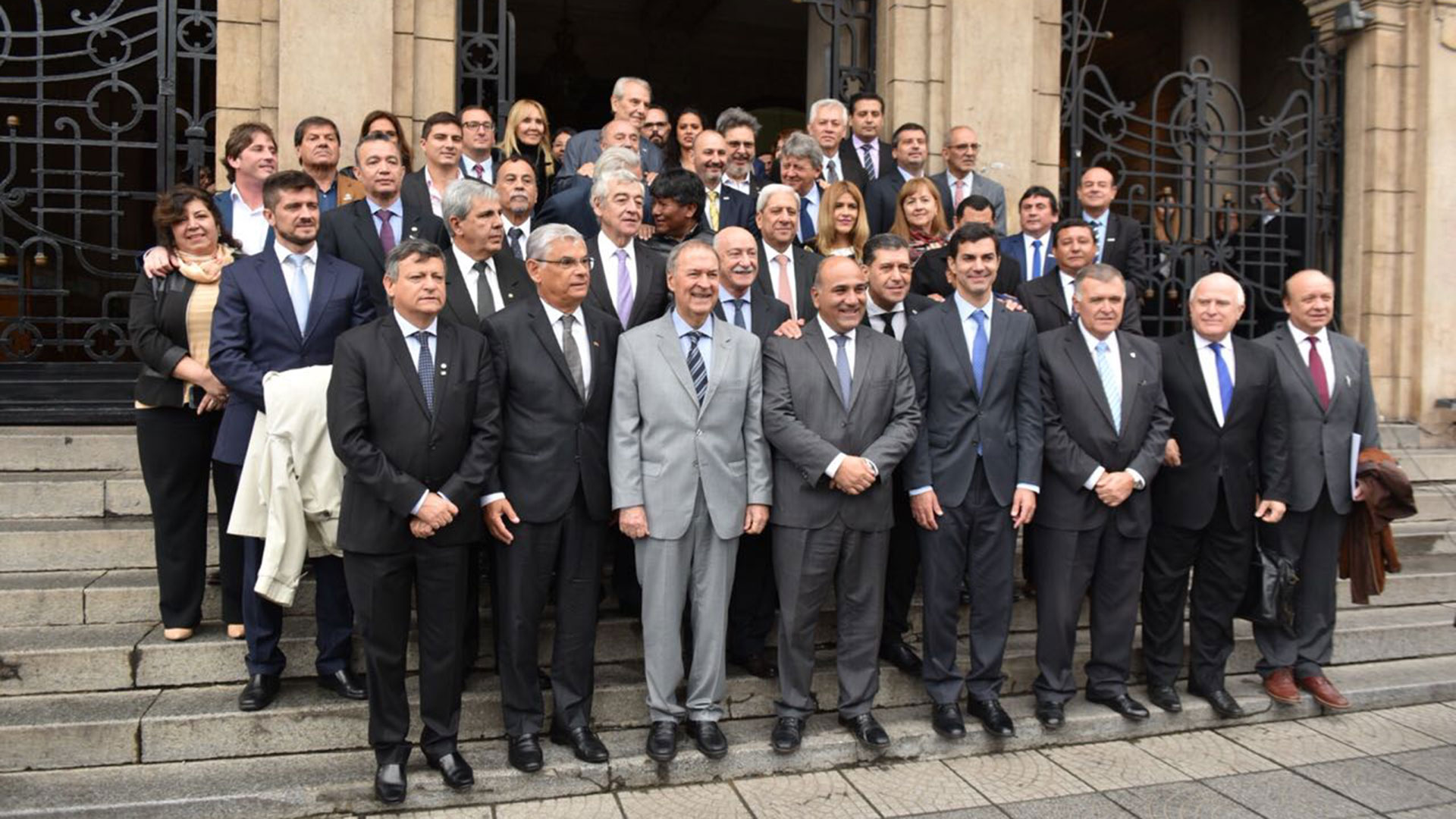 Los gobernadores del PJ durante el encuentro en Tucumán