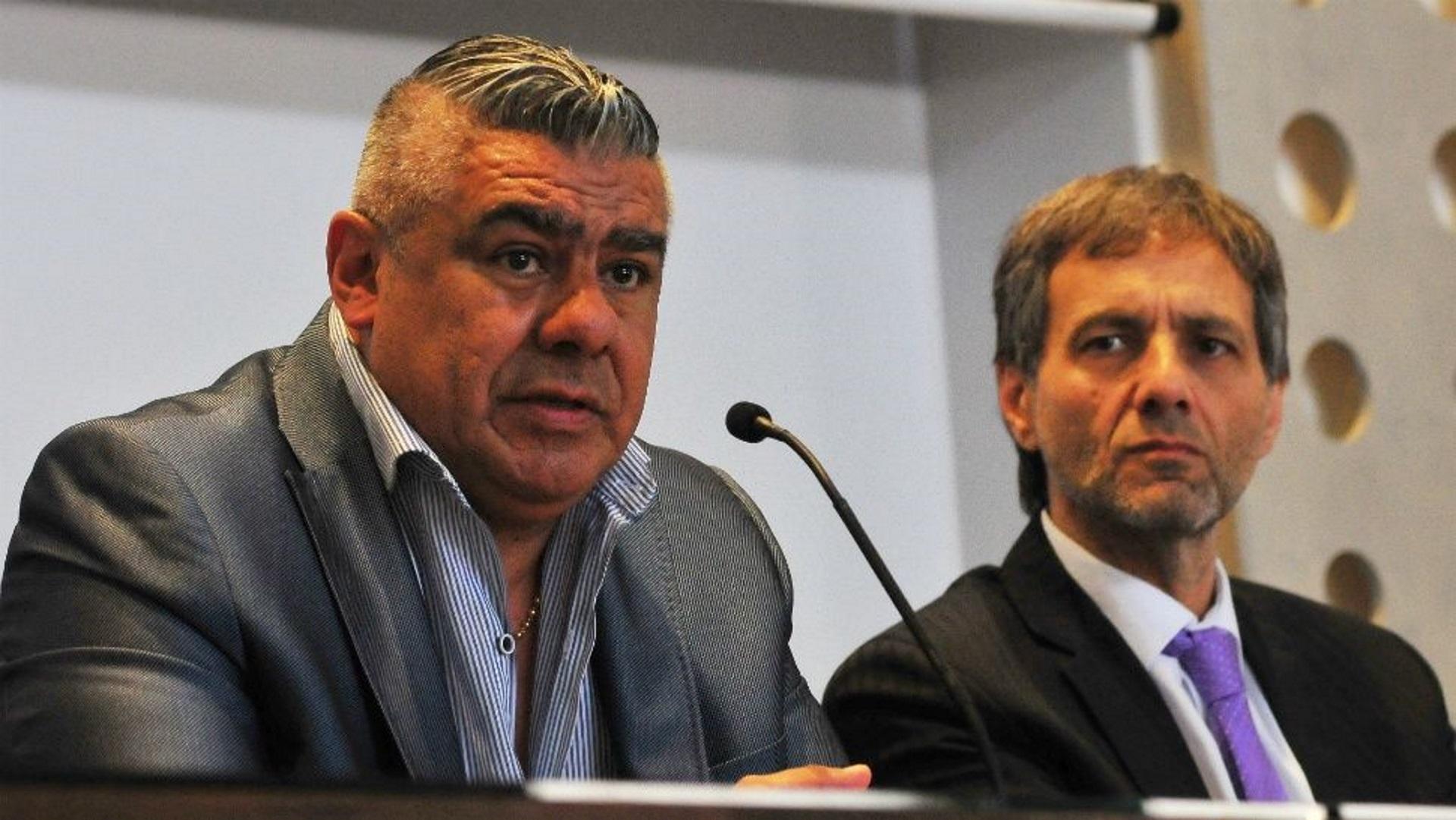 El presidente Claudio Tapia, junto a Taraborrelli, en el salón del tercer piso de la AFA