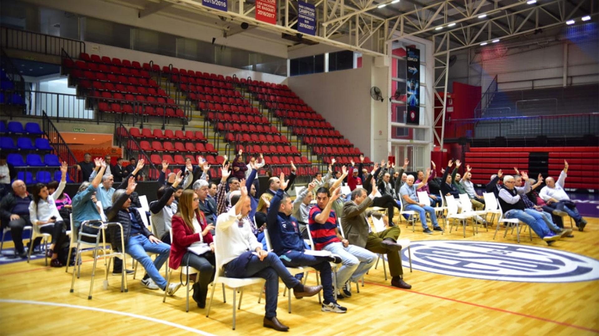 La Asamblea, desarrollada en el polideportivo Roberto Pando