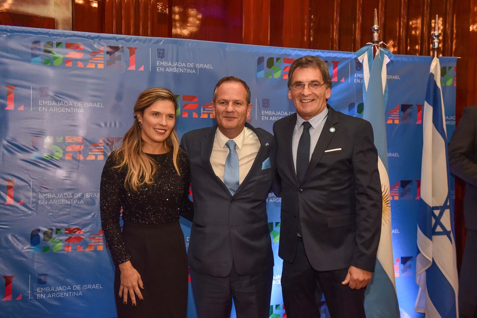 Sztulman, su mujer y el secretario de Derechos Humanos, Claudio Avruj