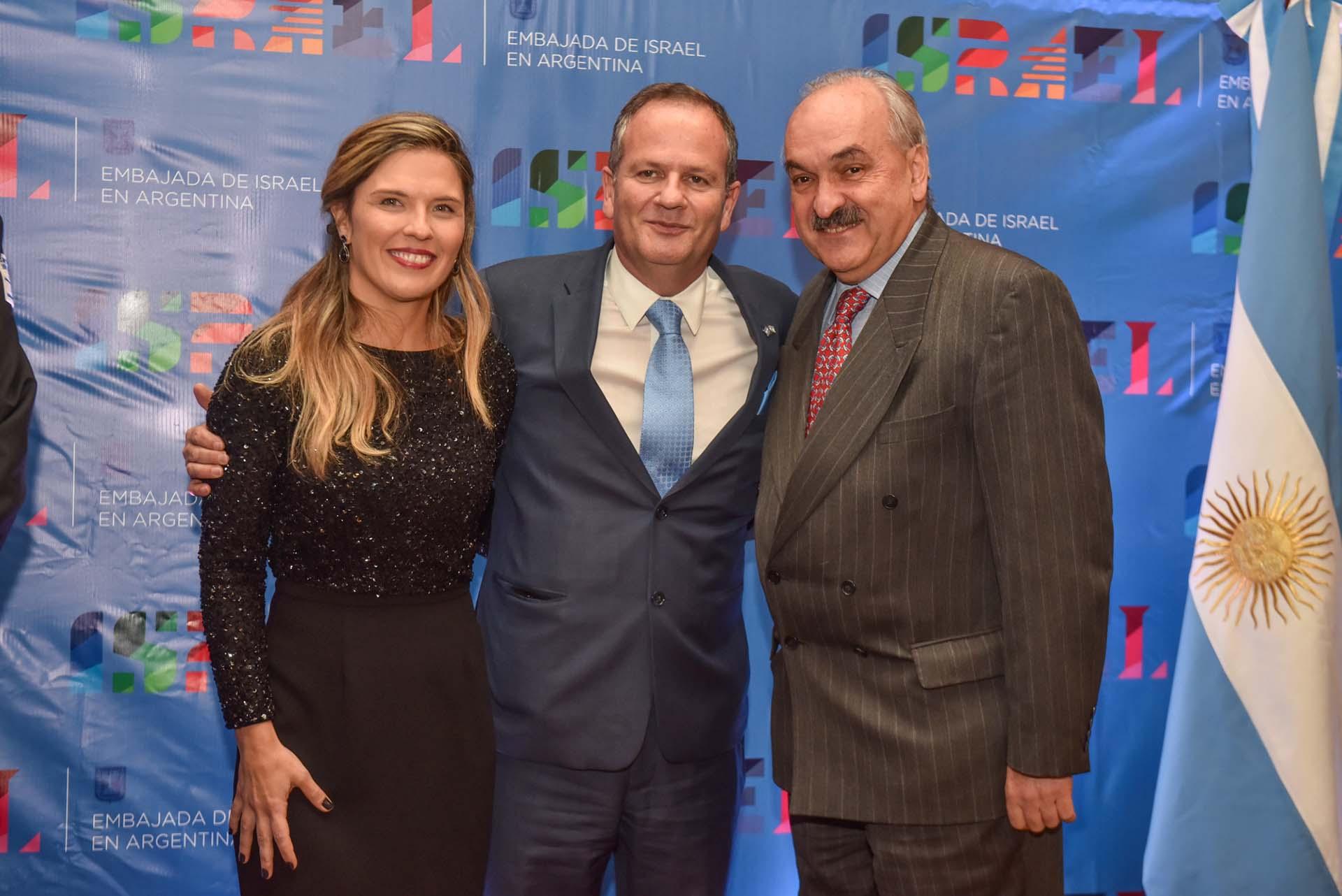El embajador Sztulman, su esposa y el sherpa del G20 Pedro Villagra