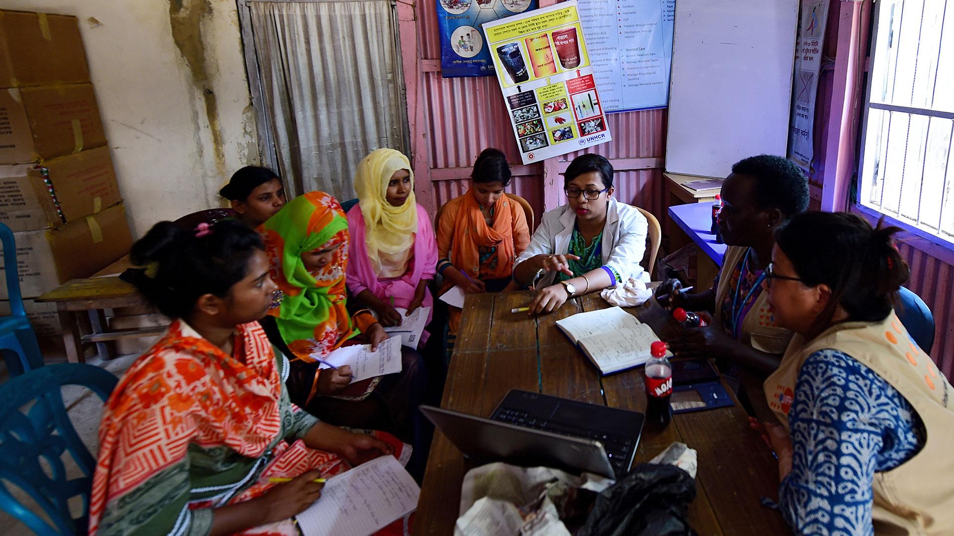 Un programa de la ONU trabaja con mujeres parteras