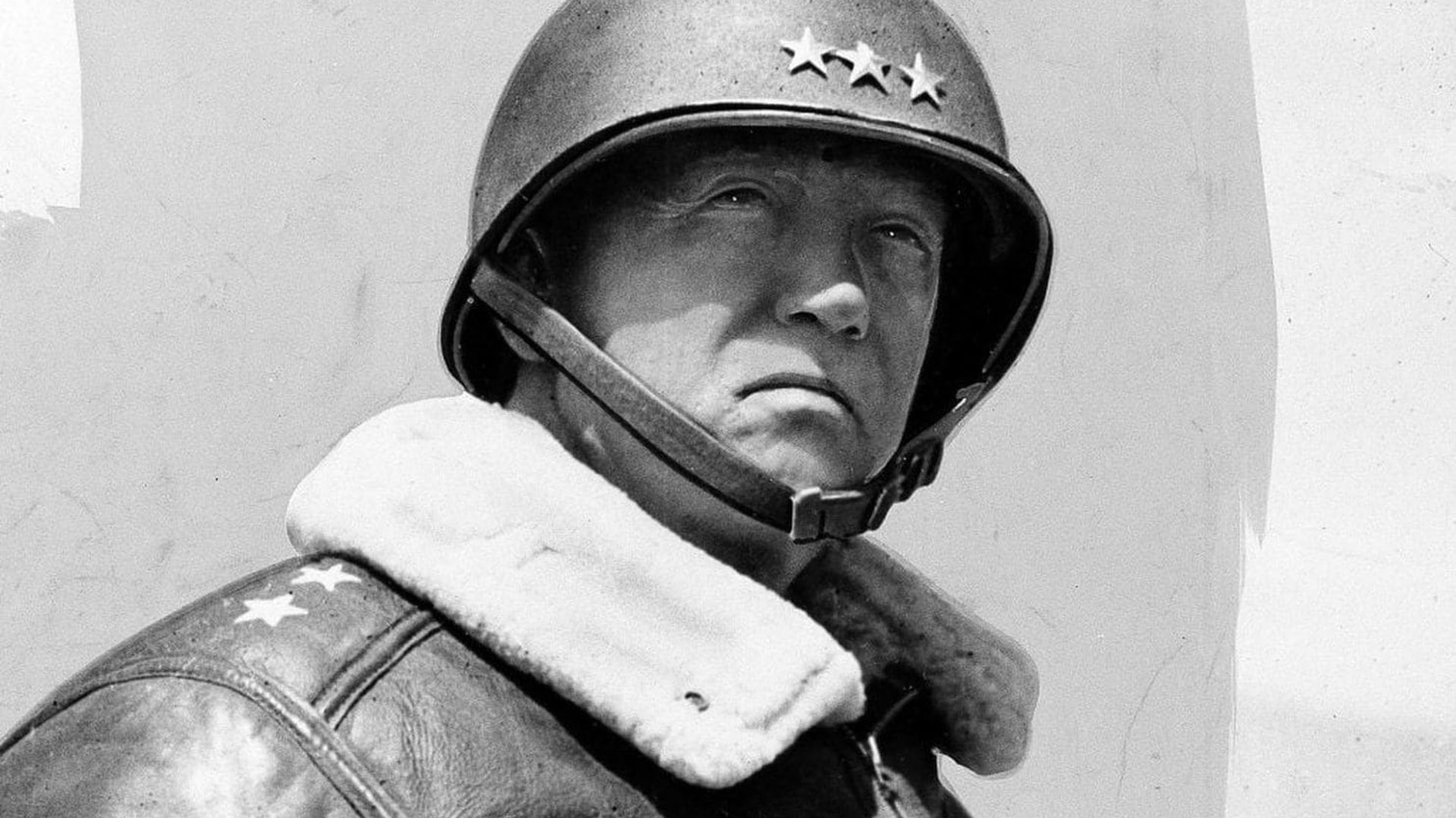George S. Patton, héreo de la Segunda Guerra Mundial. Fue el primero en dirigir una misión para bombardear un volcán en erupción en diciembre de 1935