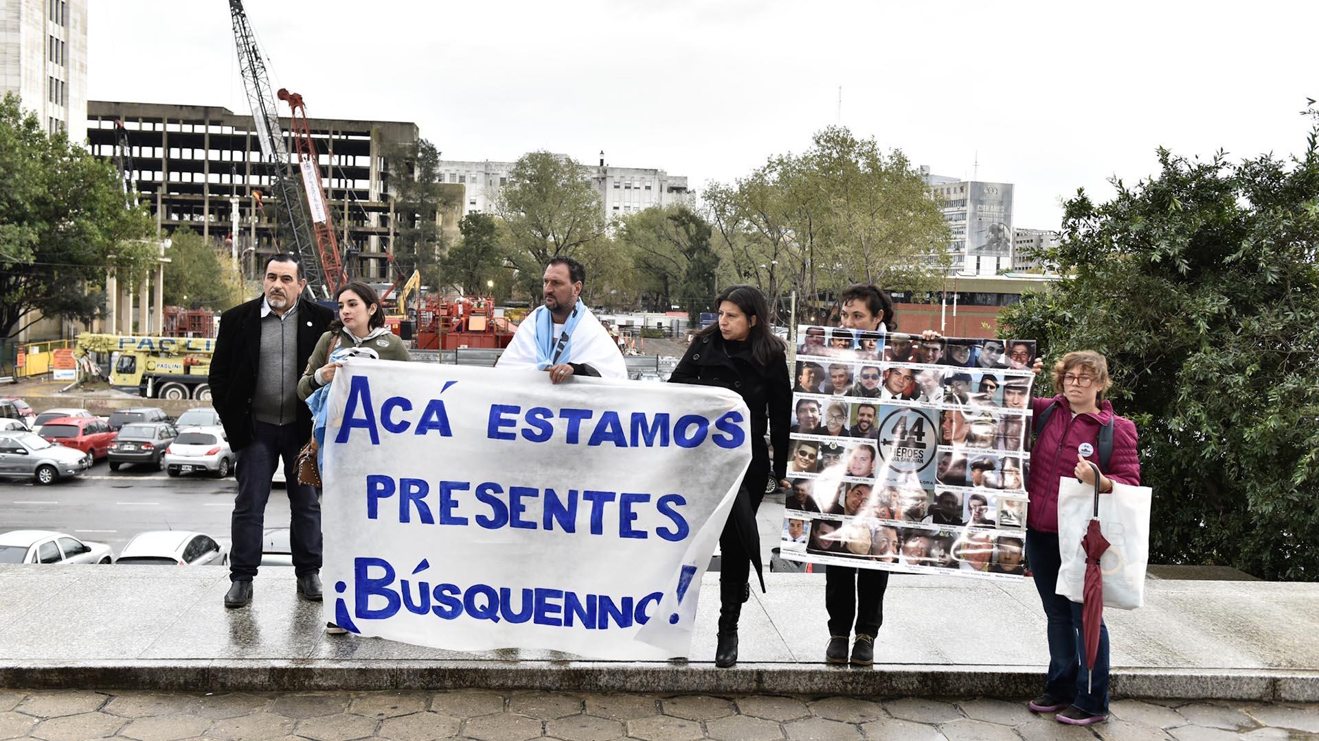 Protesta de familiares de los tripulantes del ARA San Juan durante la semana pasada (Adrián Escandar)