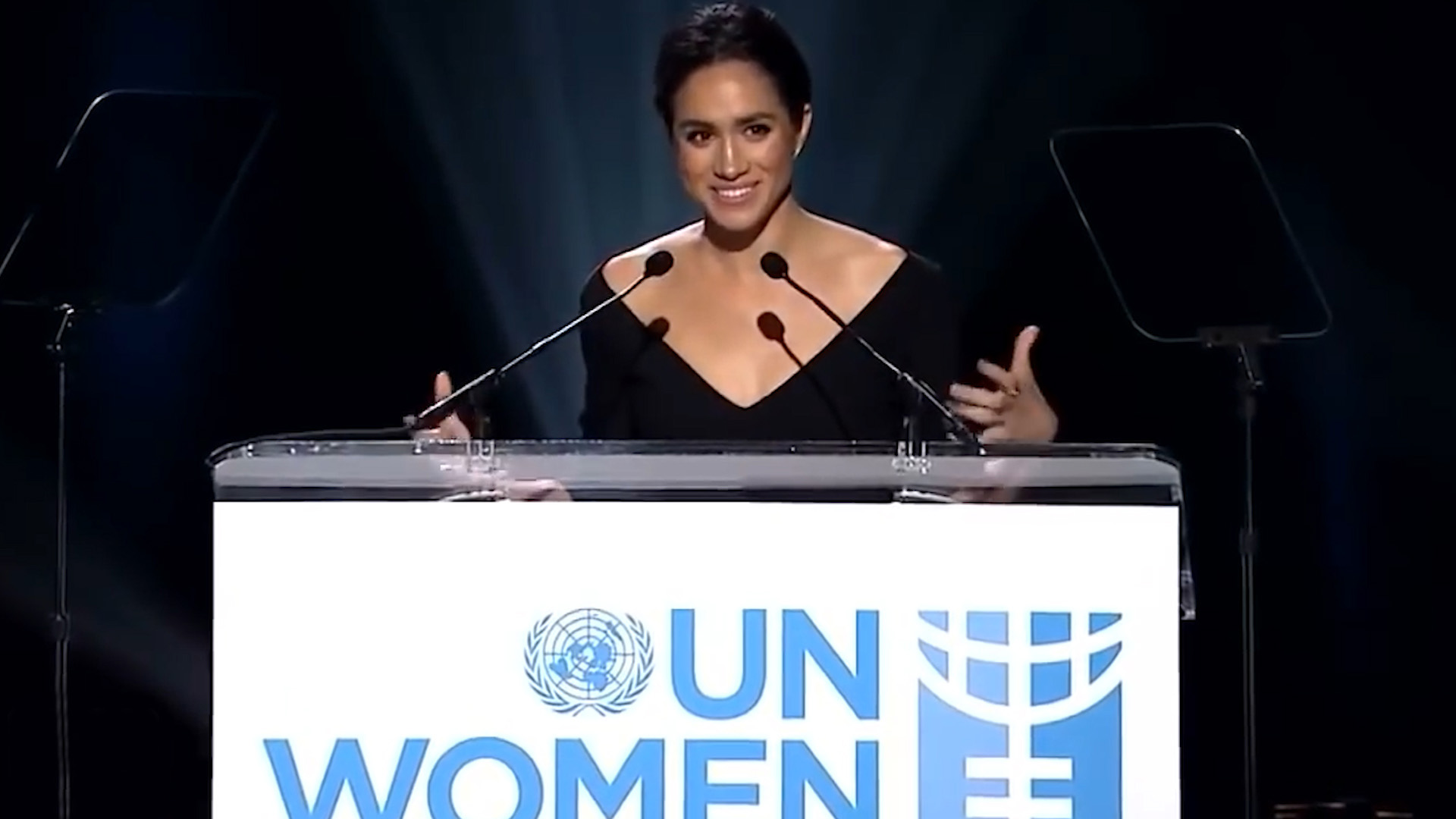 Al mismo tiempo, en 2005, Meghan Markle se convirtió en embajadora de la ONU