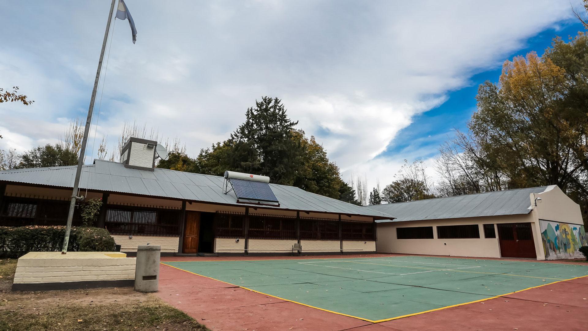 La escuela Benito Lynch, totalmente renovada después de casi 50 años de su inauguración.