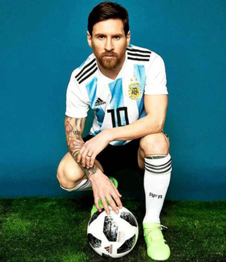 Lionel Messi luce los botines que estrenará en el Mundial de Rusia 2018