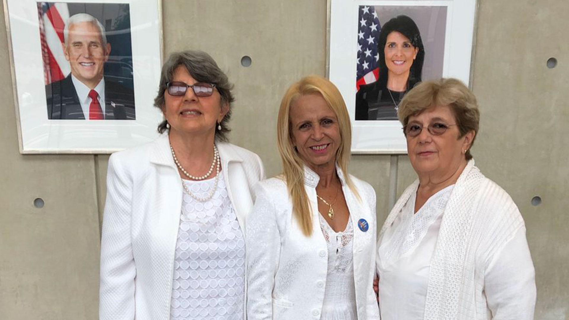 Lourdes Esquivel, Dolia Leal y Blanca Reyes asistieron a la reunión