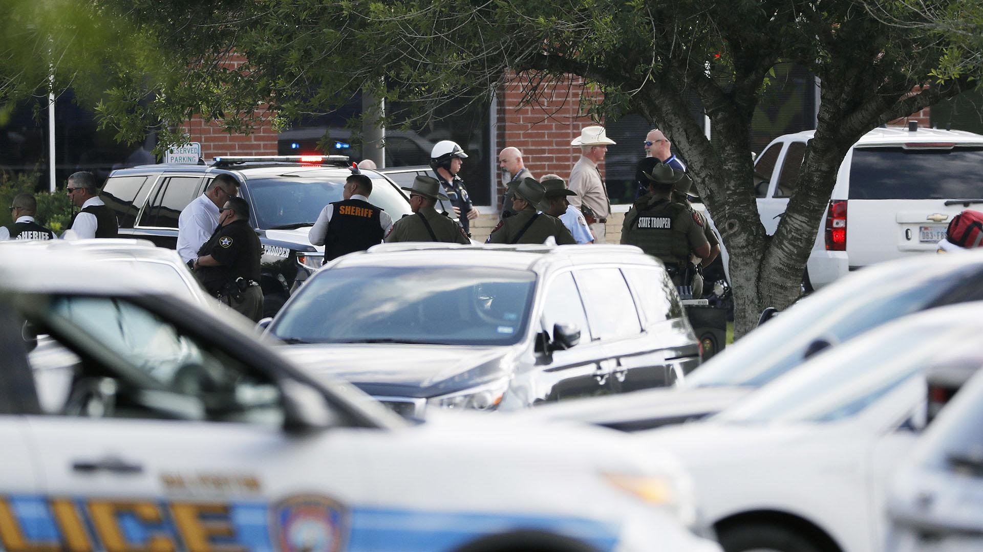 """""""No toquen ningún elemento y llamen al 911"""", pidieron las autoridades en una conferencia de prensa (AP)"""