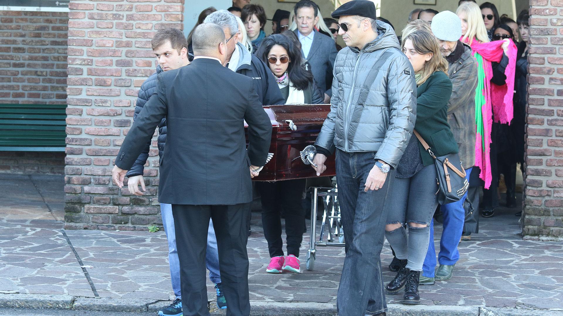 Tenía dos hijos,Stefano y Carla Di Domenico, que también se dedican al mundo de la moda