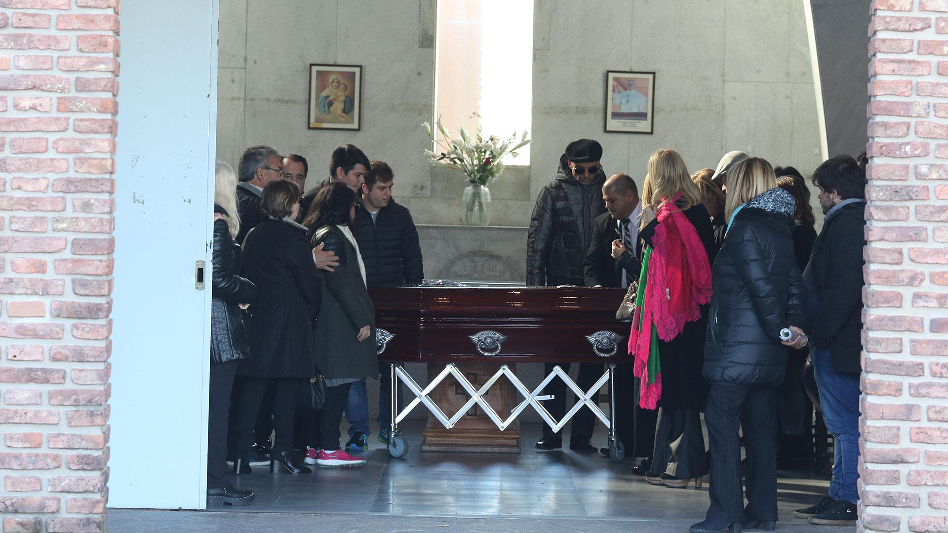 Dolor en el último adiós a Carlo Di Domenico en el cementerio de la Chacarita