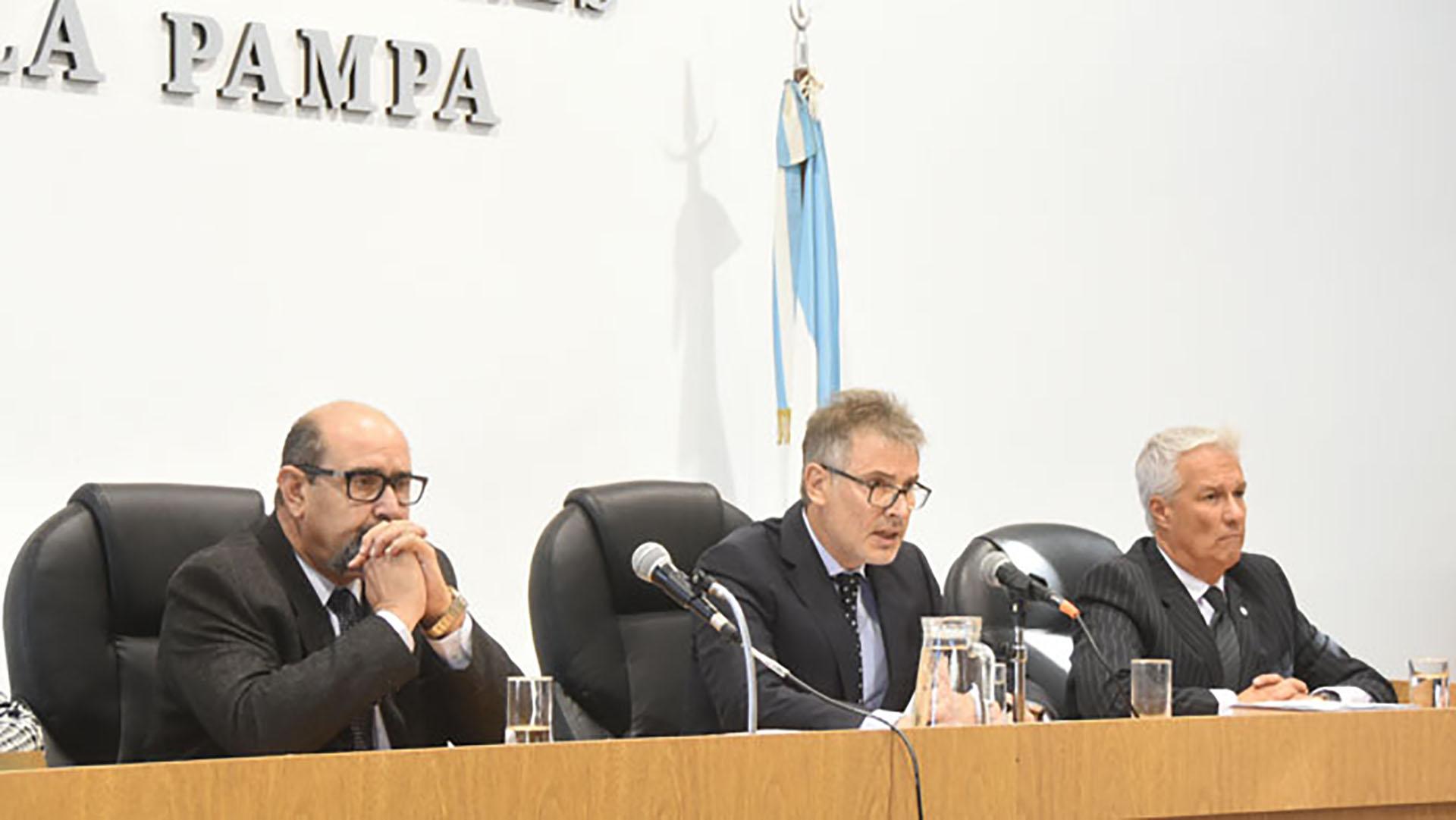 """El tribunal oral que condenó a Charlín (foto """"El Diario de La Pampa"""")"""