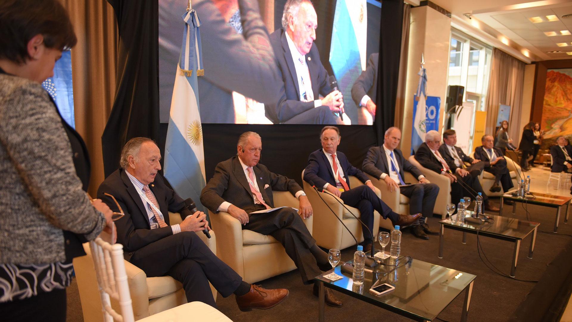 Los empresarios Miguel Acevedo, Daniel Funes de Rioja, Gustavo Weiss, Javier Bolzico, Adelmo Gabbi, Daniel Pelegrina y Eduardo Eurnekian