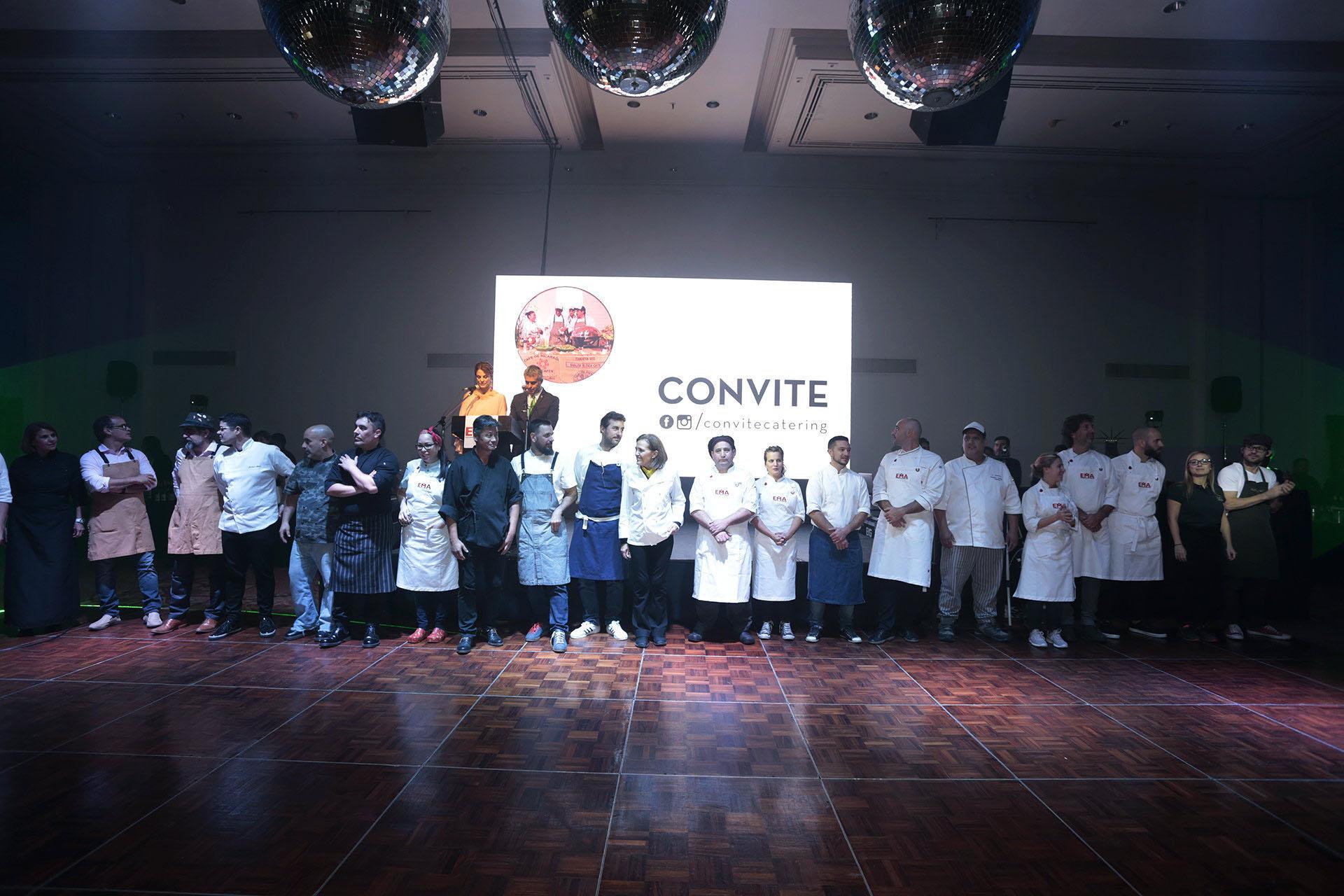 La foto grupal con todos los chefs, que participaron de la nueva edición de la cena anual a beneficio de EMA
