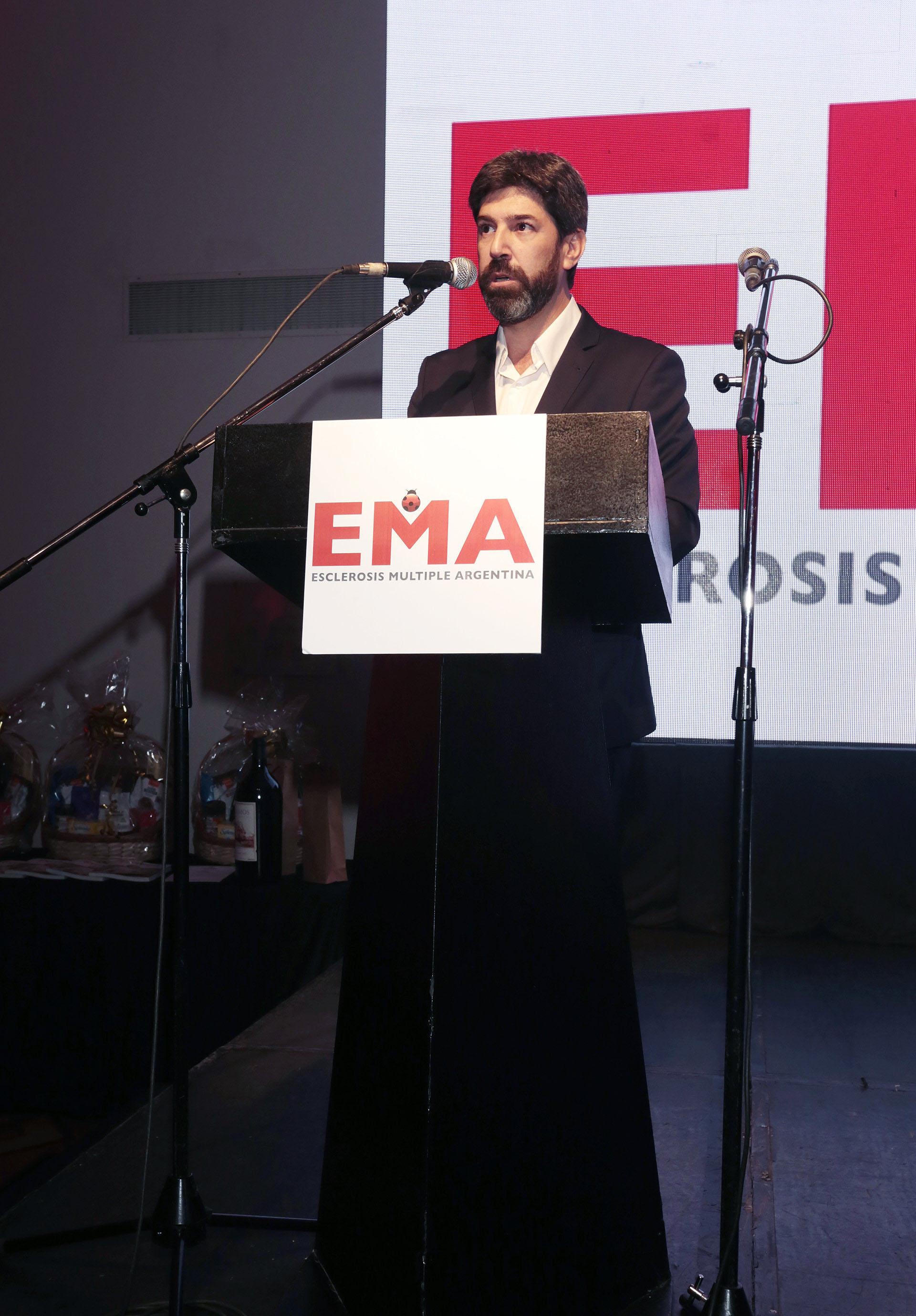 El presidente de Esclerosis Múltiple Argentina (EMA), Diego Zito, durante su discurso en el evento que reunió a más de 500 comensales. La entidad busca mejorar la calidad de vida de las personas con esclerosis múltiple